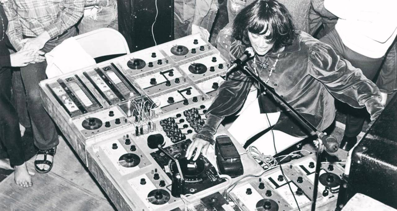 Silver Apples performing live