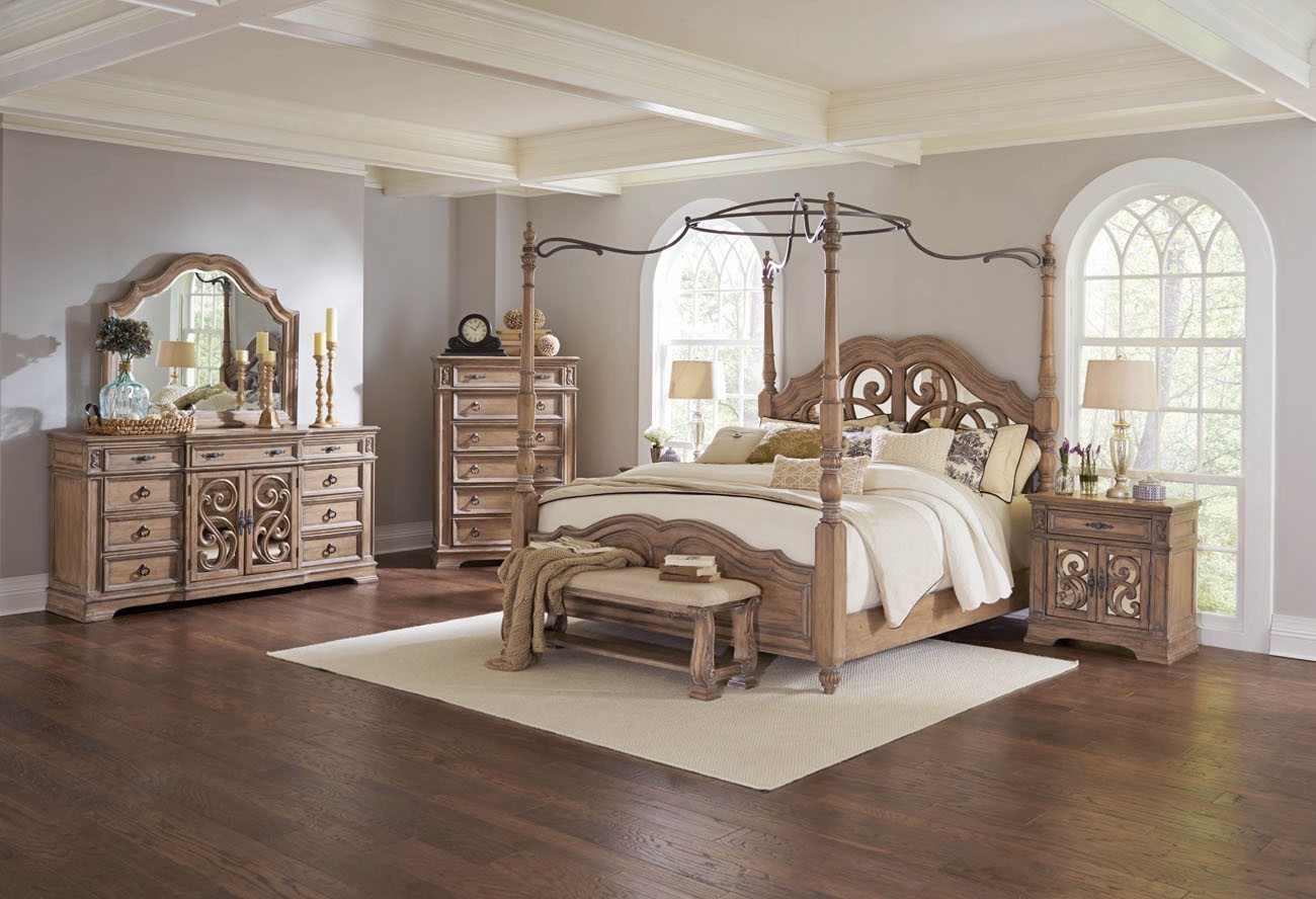 Classy & Elegant Traditional Bedroom Design - Dior Furniture ...