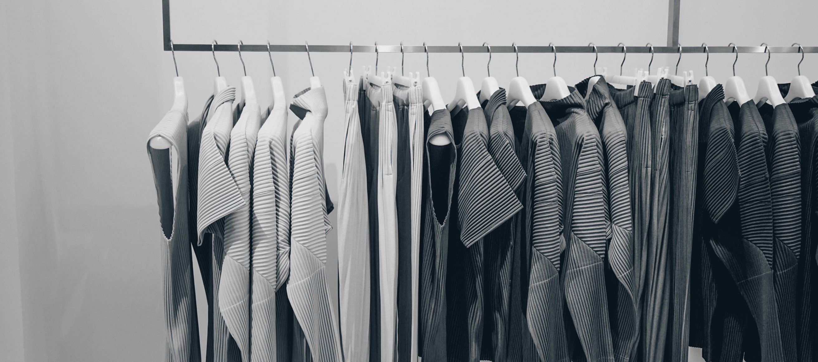 Classifying clothes using Tensorflow (Fashion MNIST)
