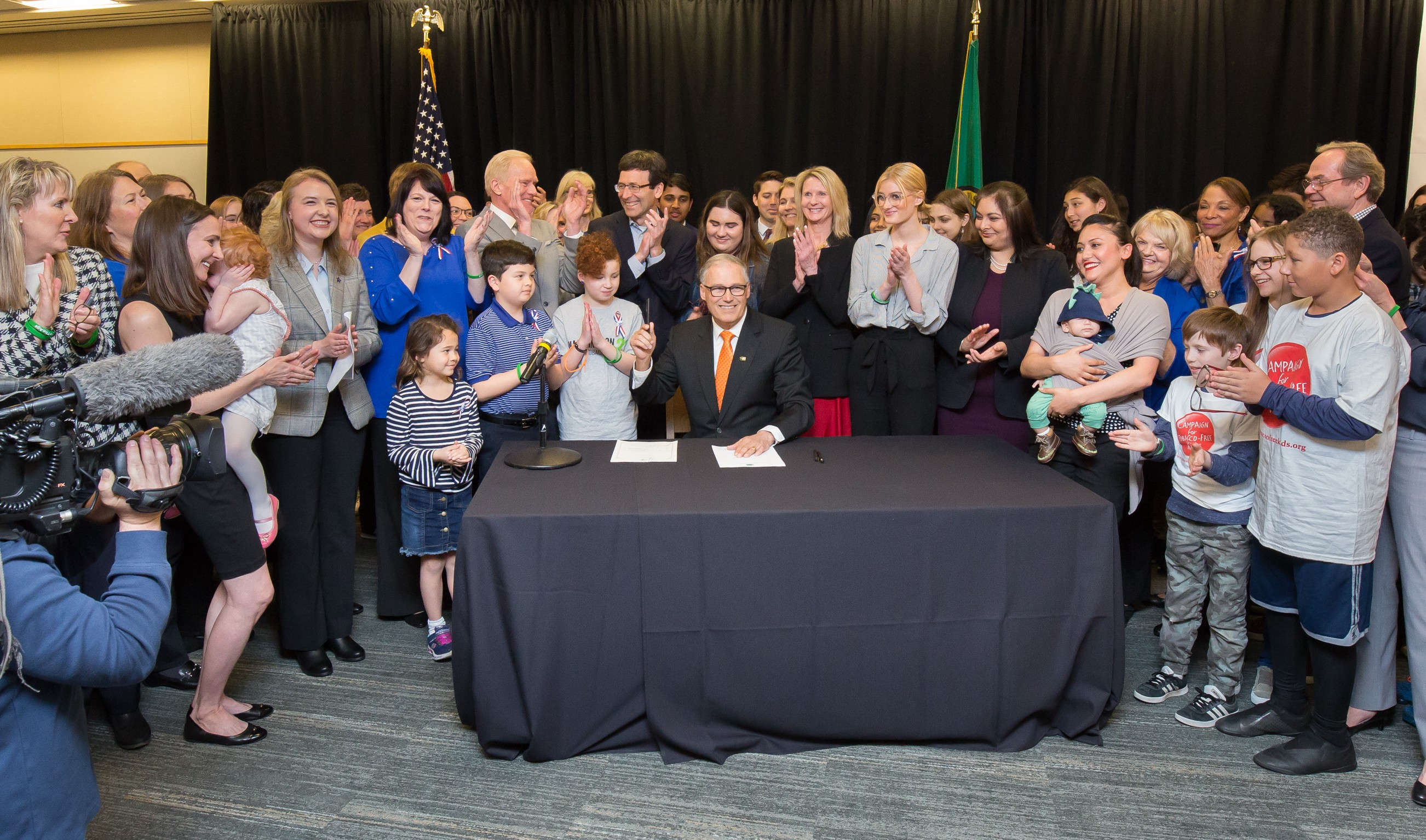 Inslee signs new law that raises legal age to purchase tobacco and