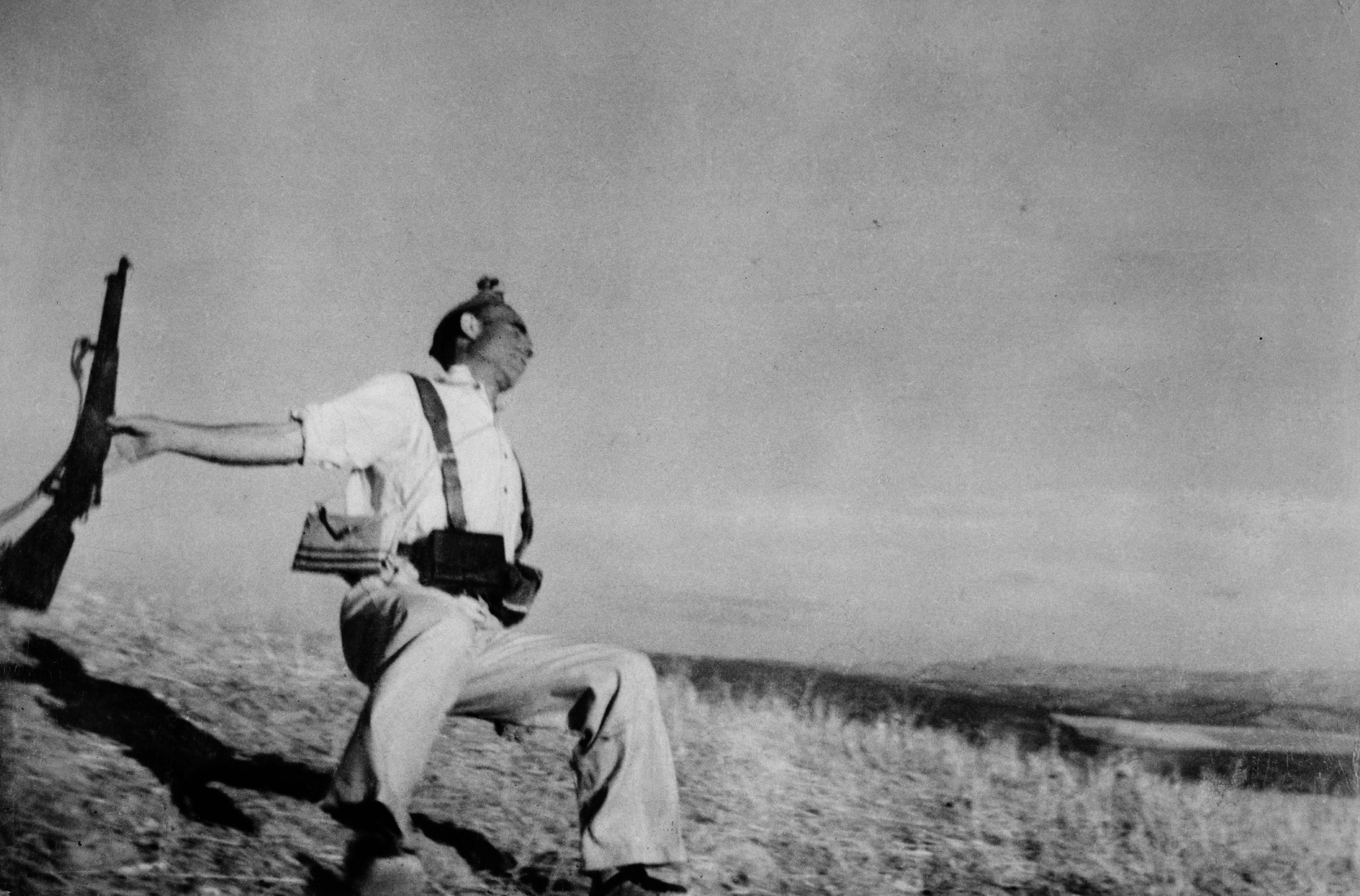 8f998af06510 Capa's most famous Photo: Loyalist militiaman at the moment of Death, Cerro  Muriano, September 5, 1936. The photo is known commonly as The Falling  Soldier.