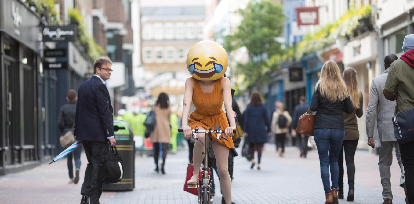 EMOJIS : AN AMUSING EMBELLISHMENT OR A UNIVERSAL DIALECT ?