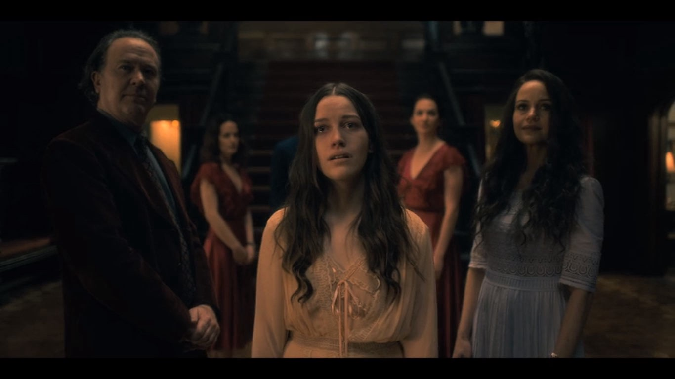 The Haunting Of Hill House Episode Review 1 5 The Bent Neck Lady By Patrick J Mullen As Vast As Space And As Timeless As Infinity Medium