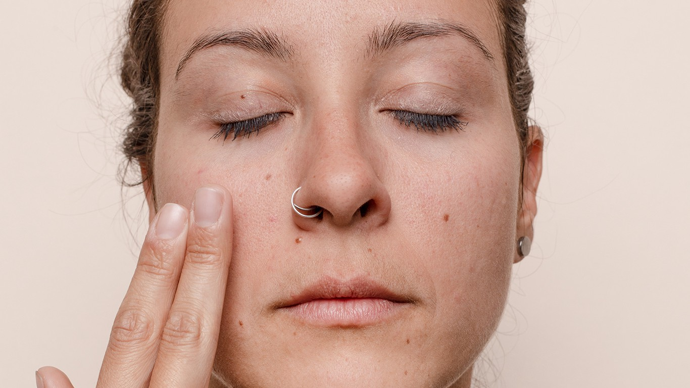 Dermaplaning At Home Fact Vs Fiction By Stephanie Papanikolas Curology
