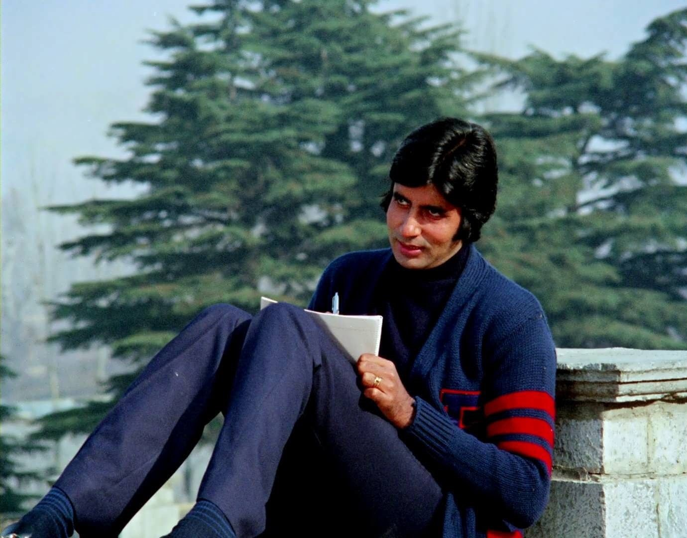 """A 70s Video of Amitabh Bachchan Reading """"Kabhi Kabhie"""" Before the ..."""