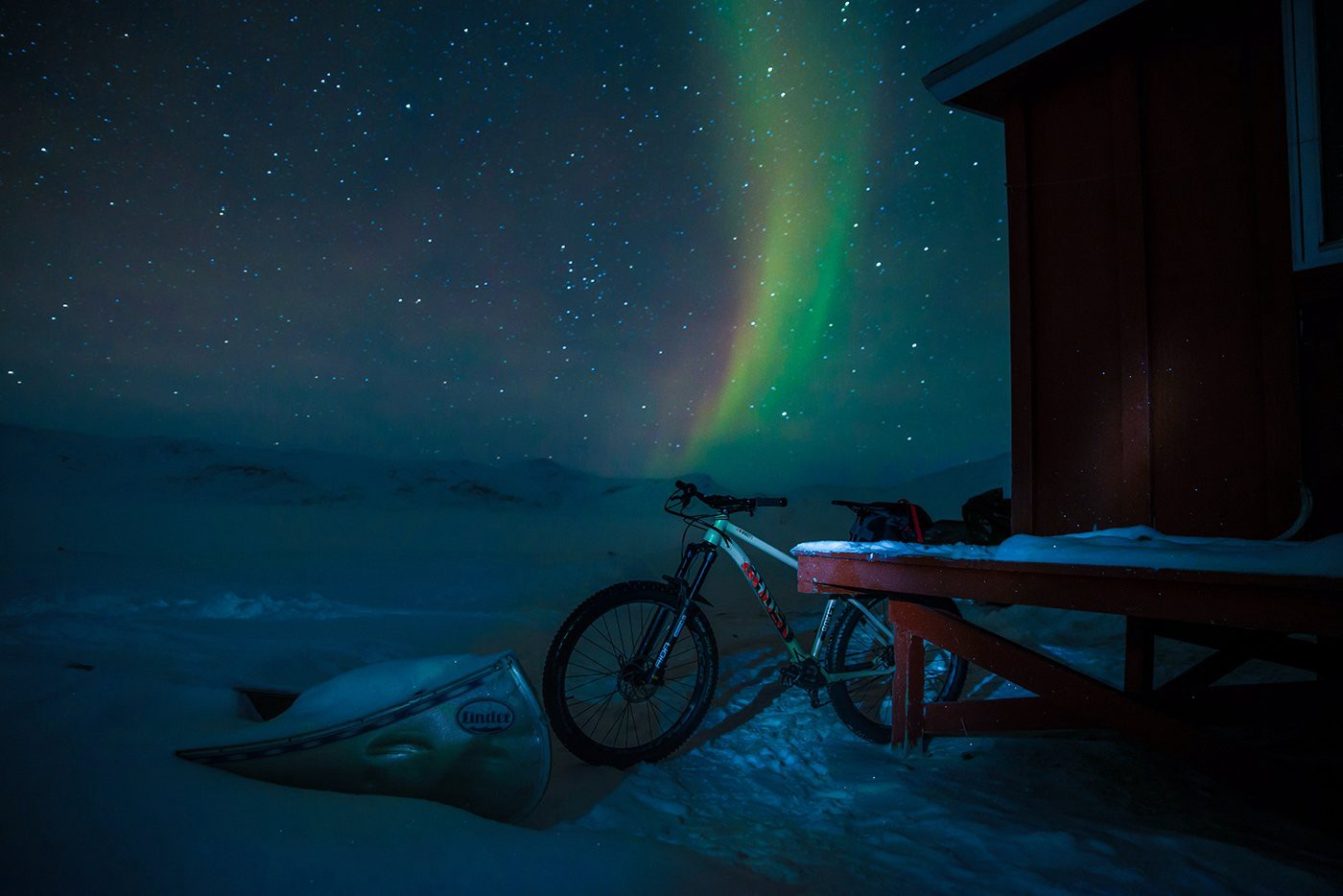 The tour on the Arctic Circle Trail is dominated by a single color. All the more impressive is the magical play of colors sho