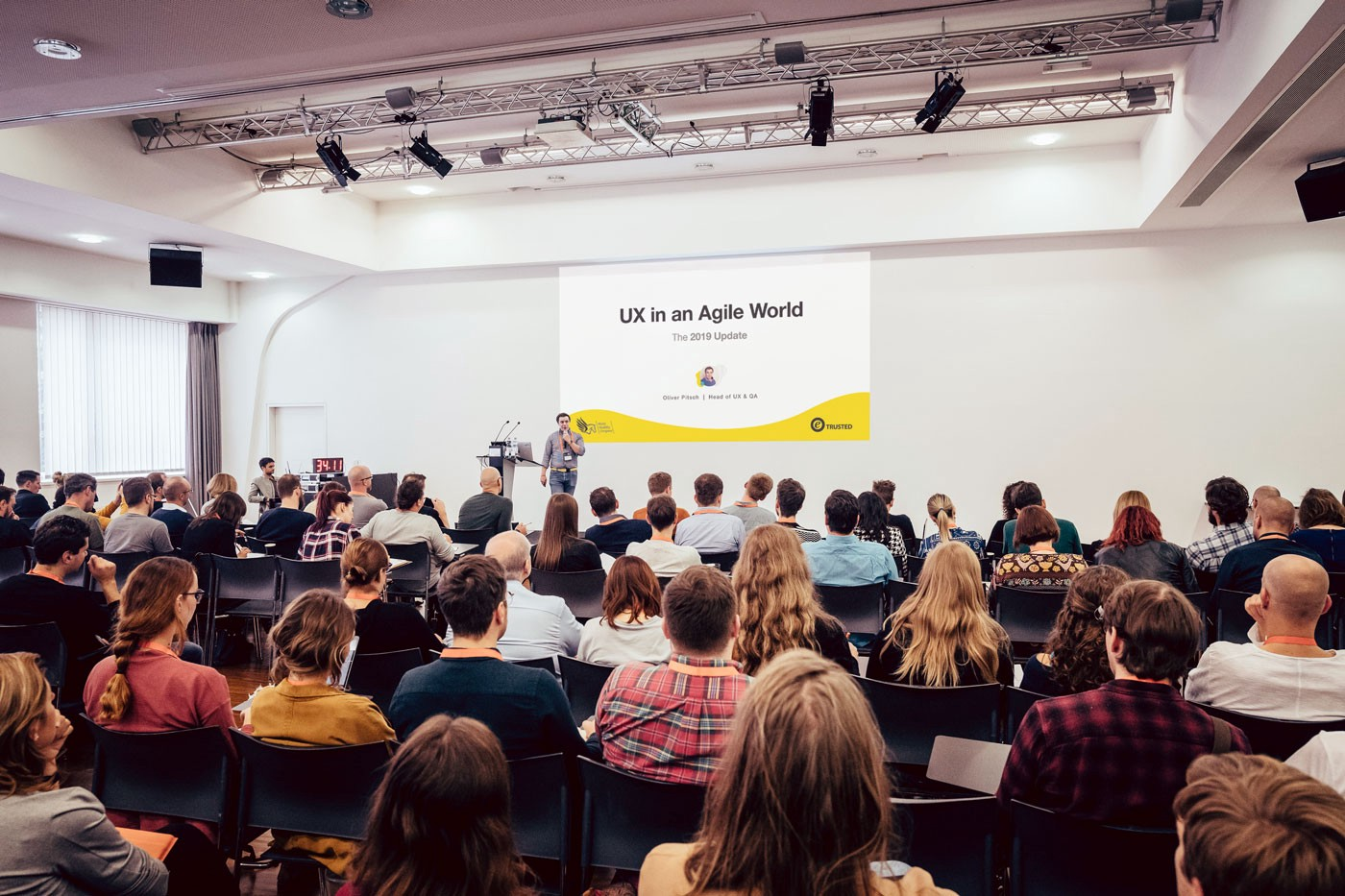Oliver Pitsch presenting his talk UX in an Agile World at World Usability Congress 2019 in Graz, Austria