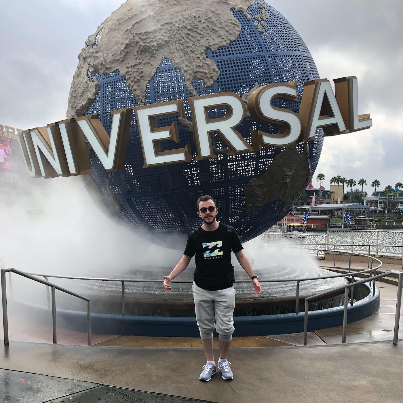 Henrique in front of the Universal logo.