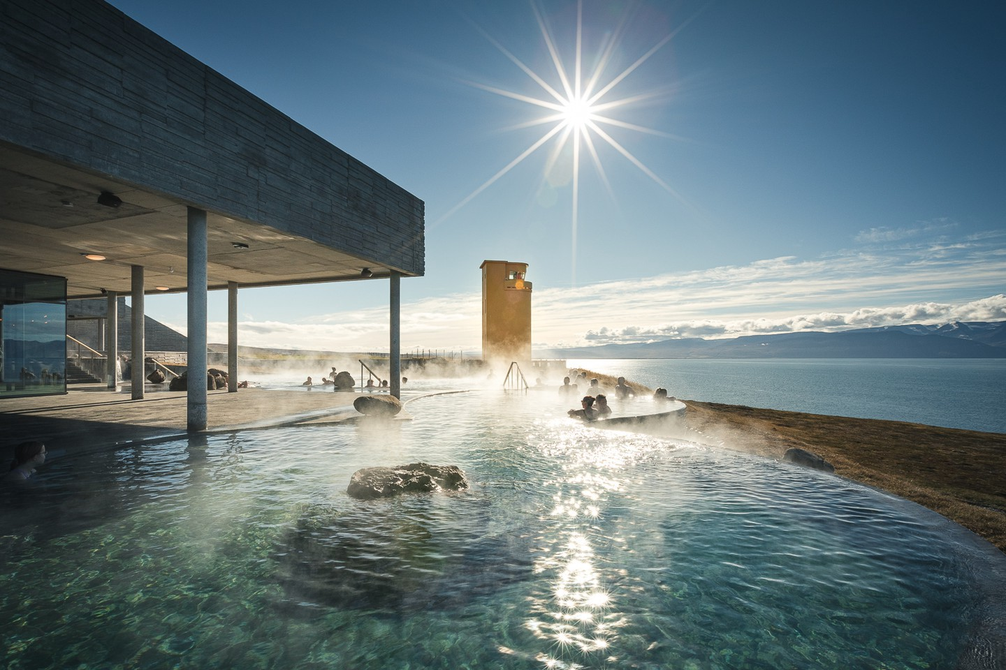 Views of the Arctic Circle and the rejuvenating waters make the Geosea geothermal baths hugely popular | © Ales Mucha