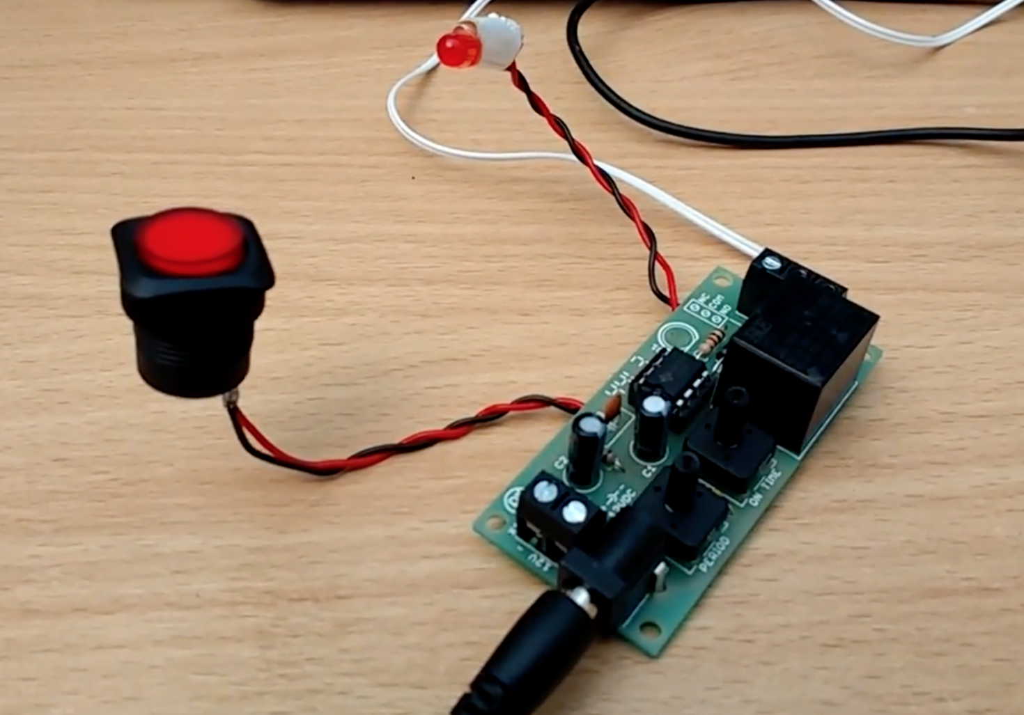 Automatic Mouse Clicking with a 555 Timer - Hackster Blog