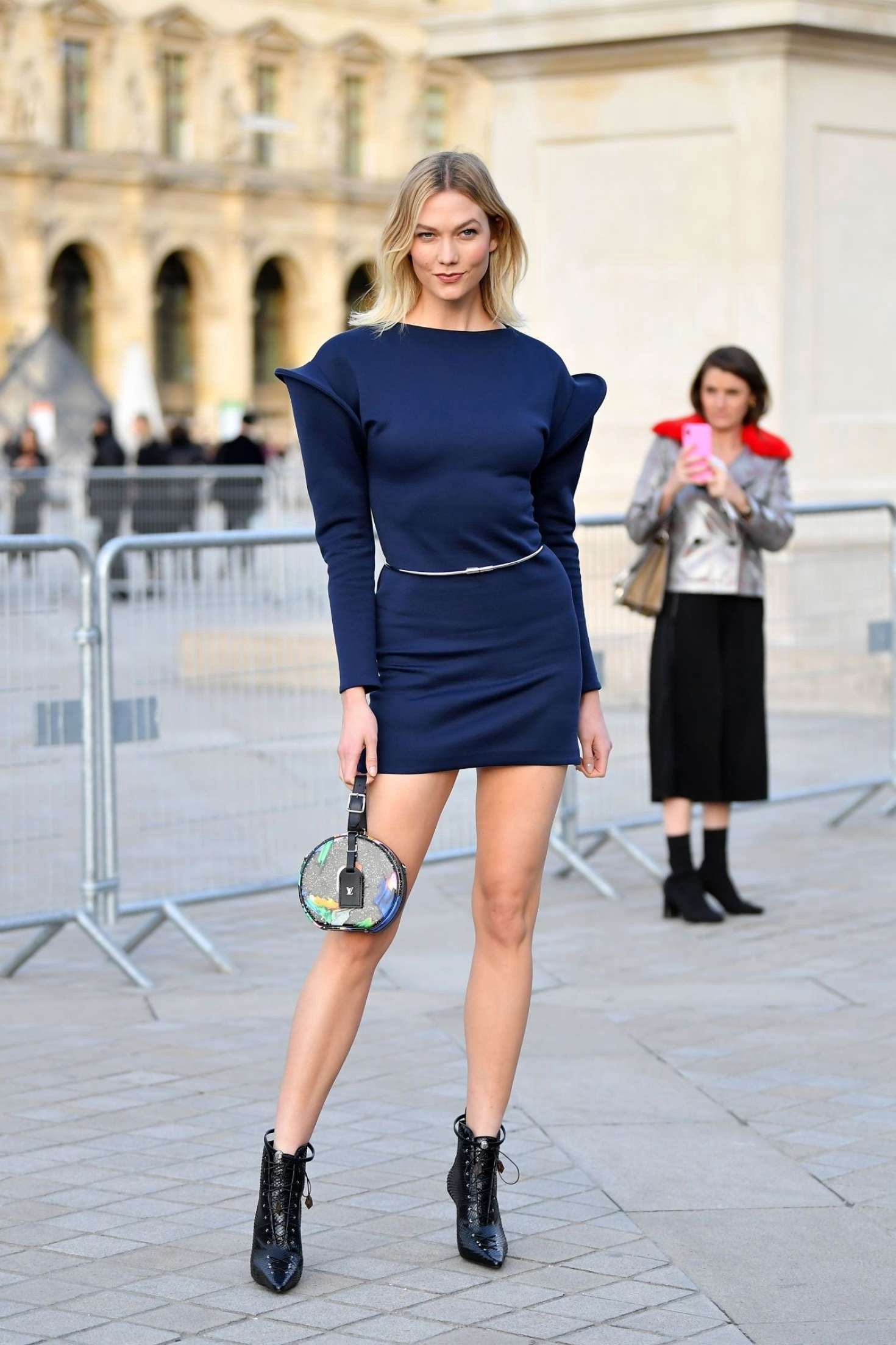 Color Shoes Goes With A Navy Blue Dress