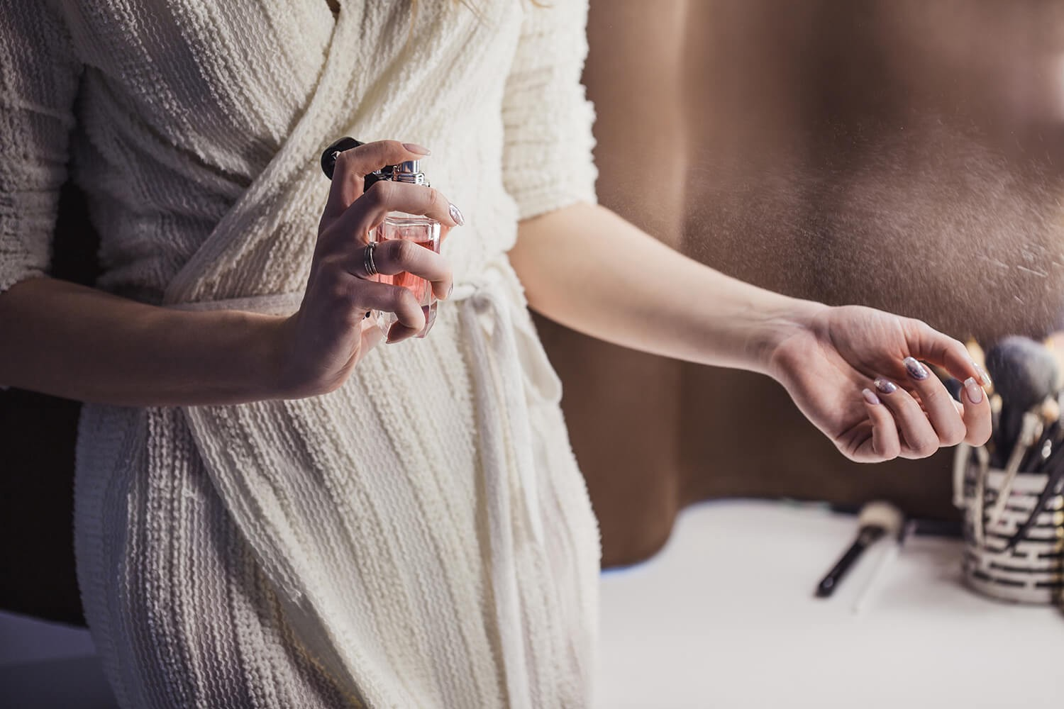 How to make him miss you and drive him crazy with your perfume