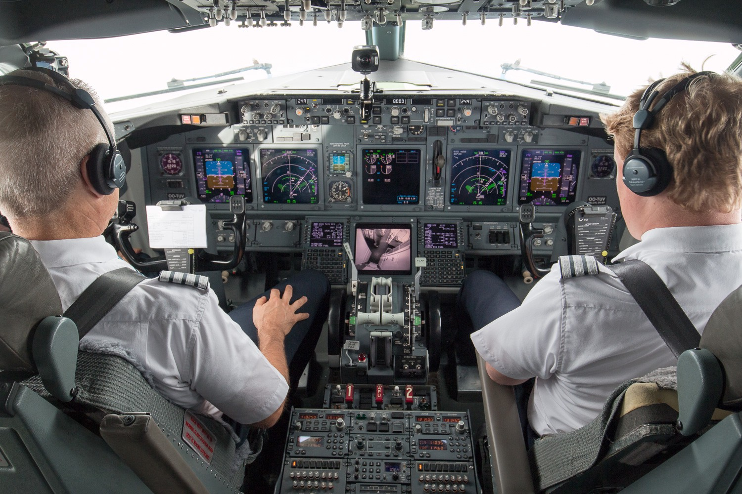 Bubbles, cockpit seat and VR in a 737–800 - OrT - Medium