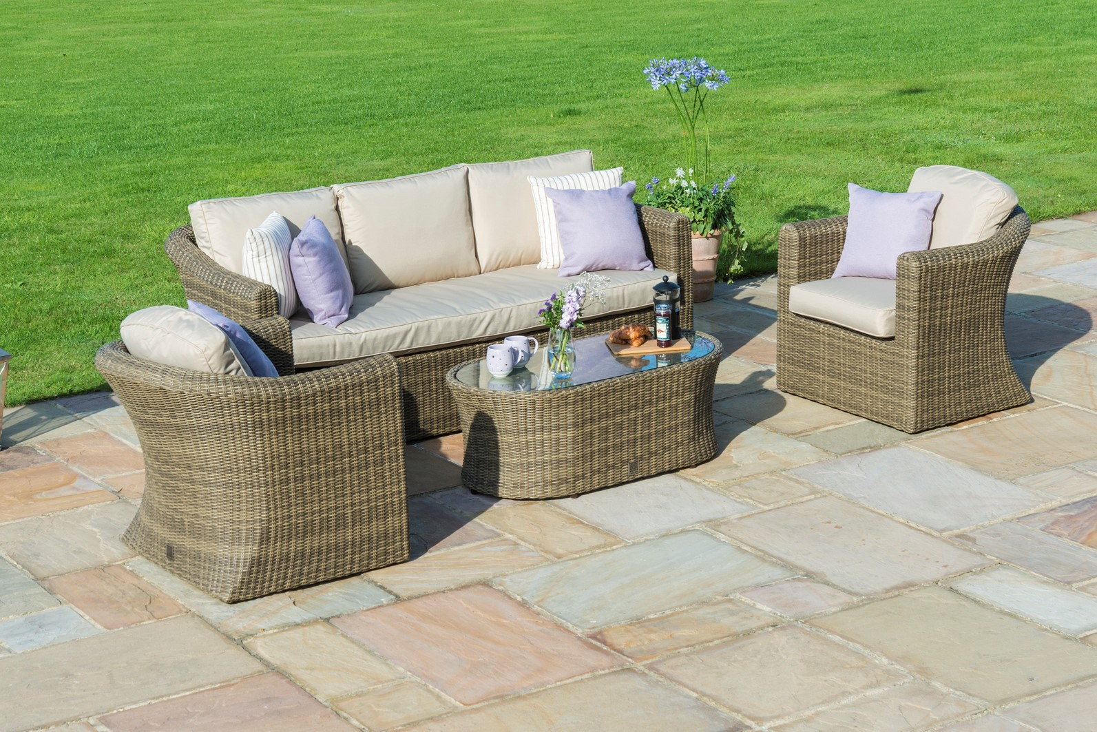 The Good moments in the Garden — Relax on a Garden sofa Set this