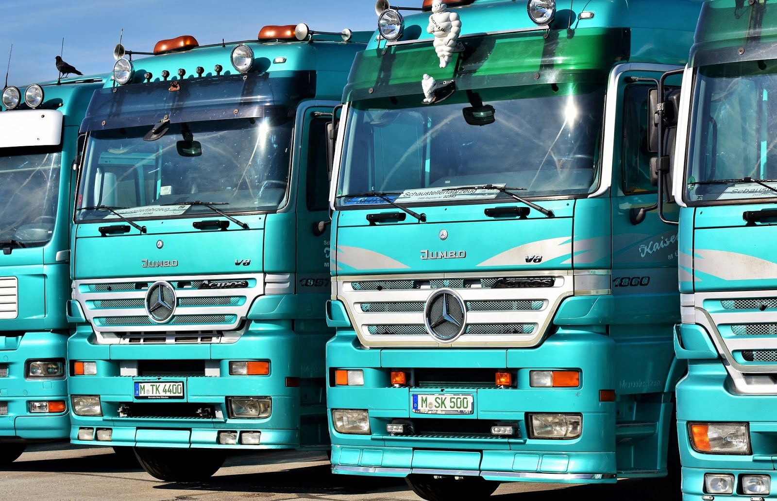 Reasons Why Your Company Should Adopt Fleet Management System