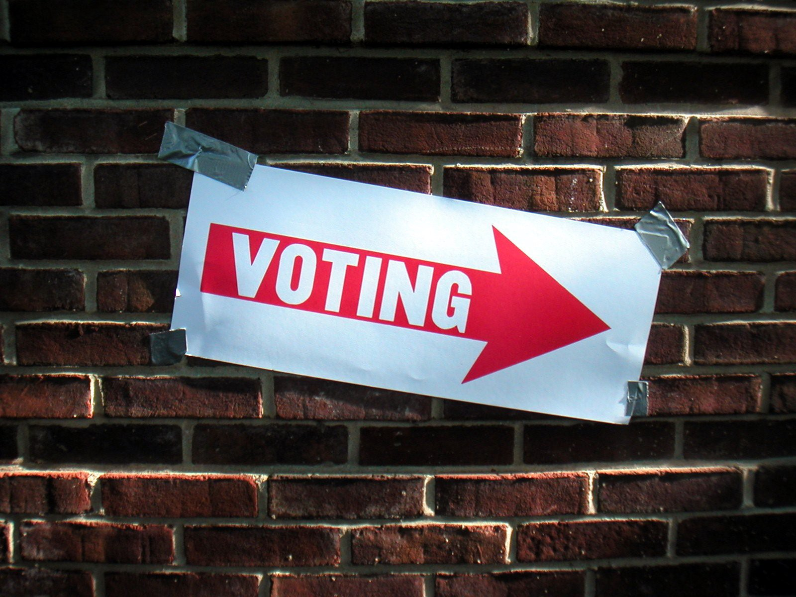 Voting sign taped to a wall. Courtesy Keith Ivey via flickr.
