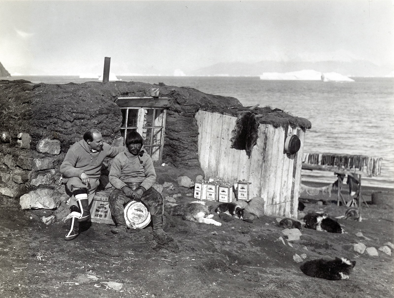 Grass hut. 1930s, Greenland. Photo: Plattsburgh State Art Museum, SUNY