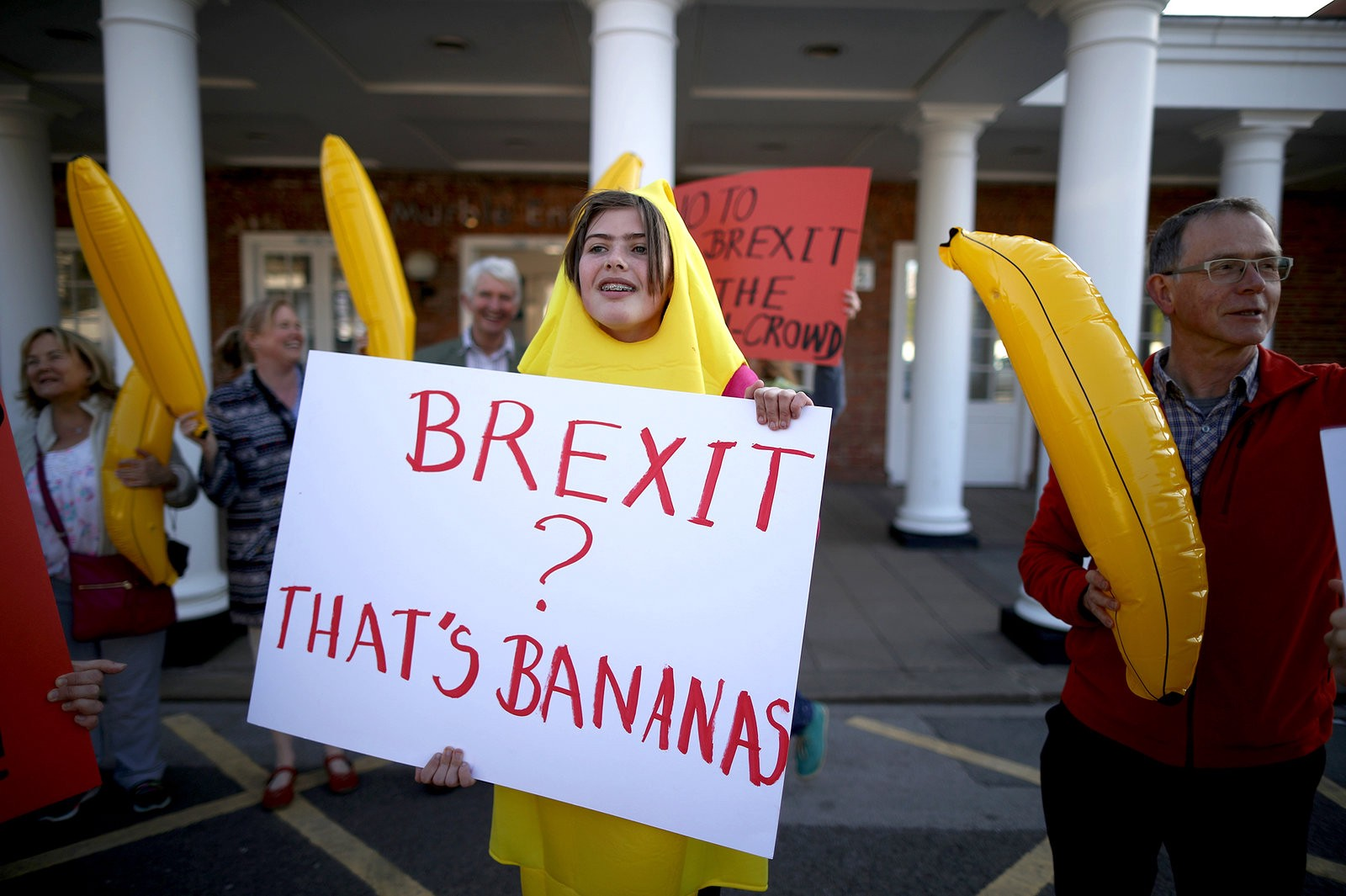 https://www.npr.org/sections/thesalt/2016/06/21/482952581/bendy-bananas-and-barmaid-bosoms-the-u-k-s-crazy-anti-eu-food-myths