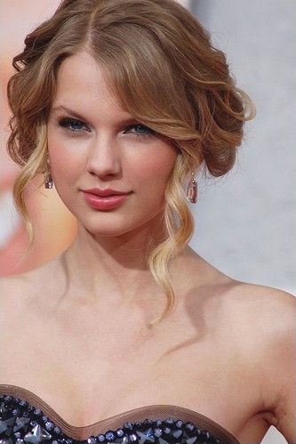 Taylor Swift A Vandal Of Her Own Eyes By The Hairpin The Hairpin Medium