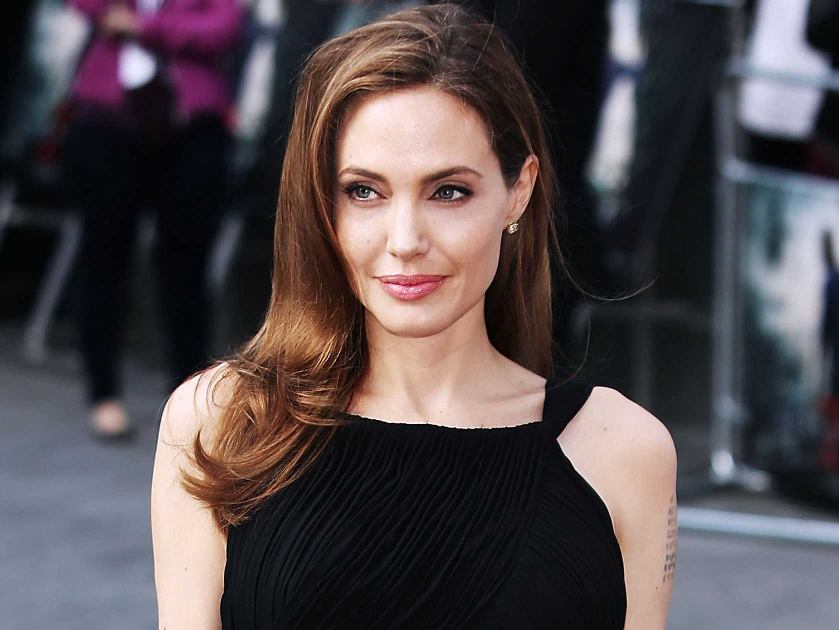 Angelina Jolie Cyborg 2 1993 story of strive: angelina jolie diagnosed with bell's palsy