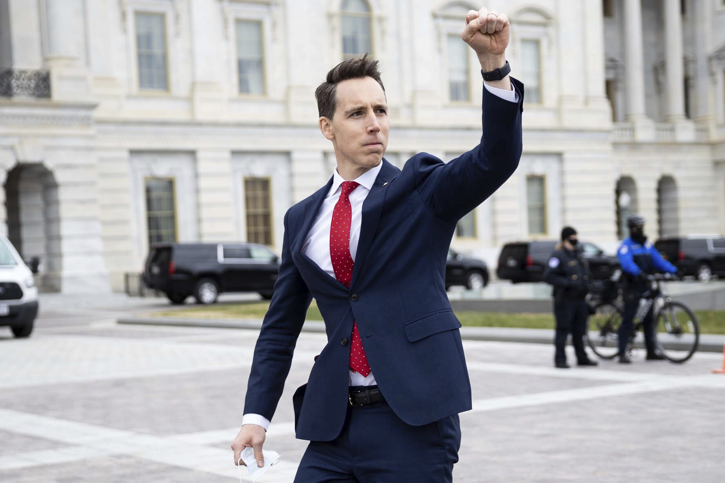 Senator Josh Hawley giving clenched fist salute to rioters on January 6