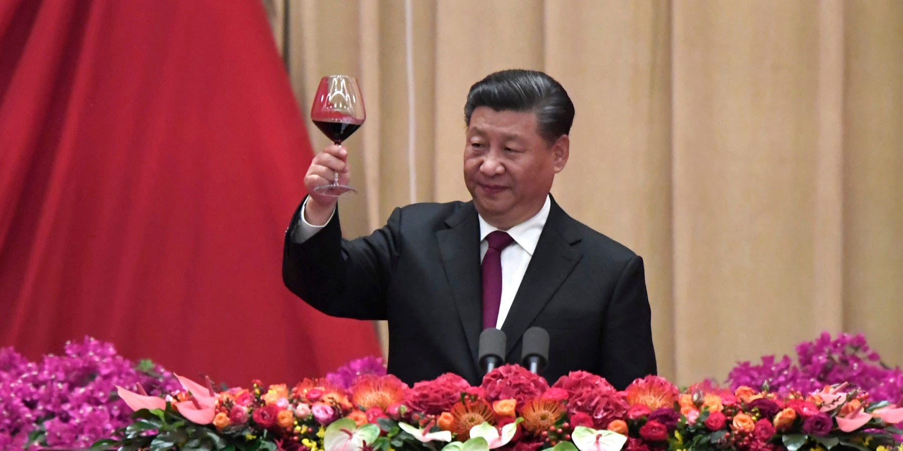 Chinese President Xi Jinping toasts at a banquet in Beijing, China, on September 30, 2019.