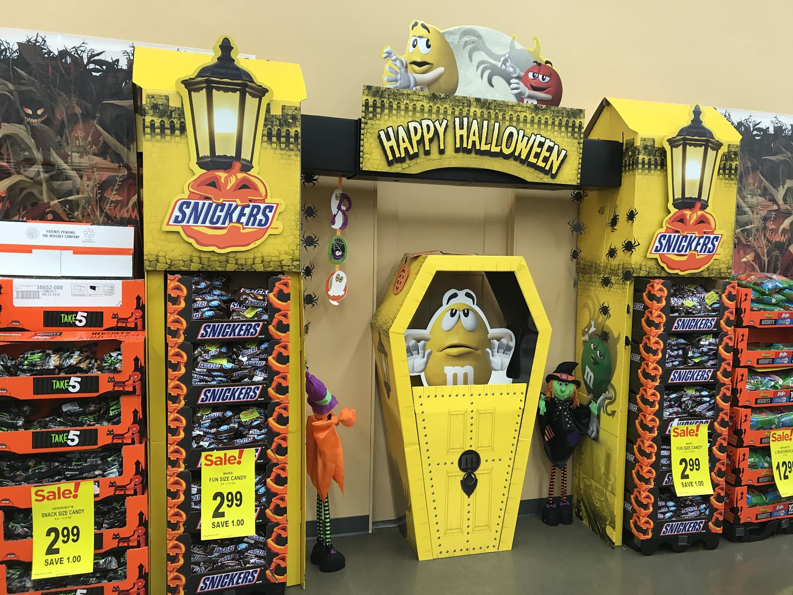 This Week In Retail Halloween Candy Display Curb Crowser