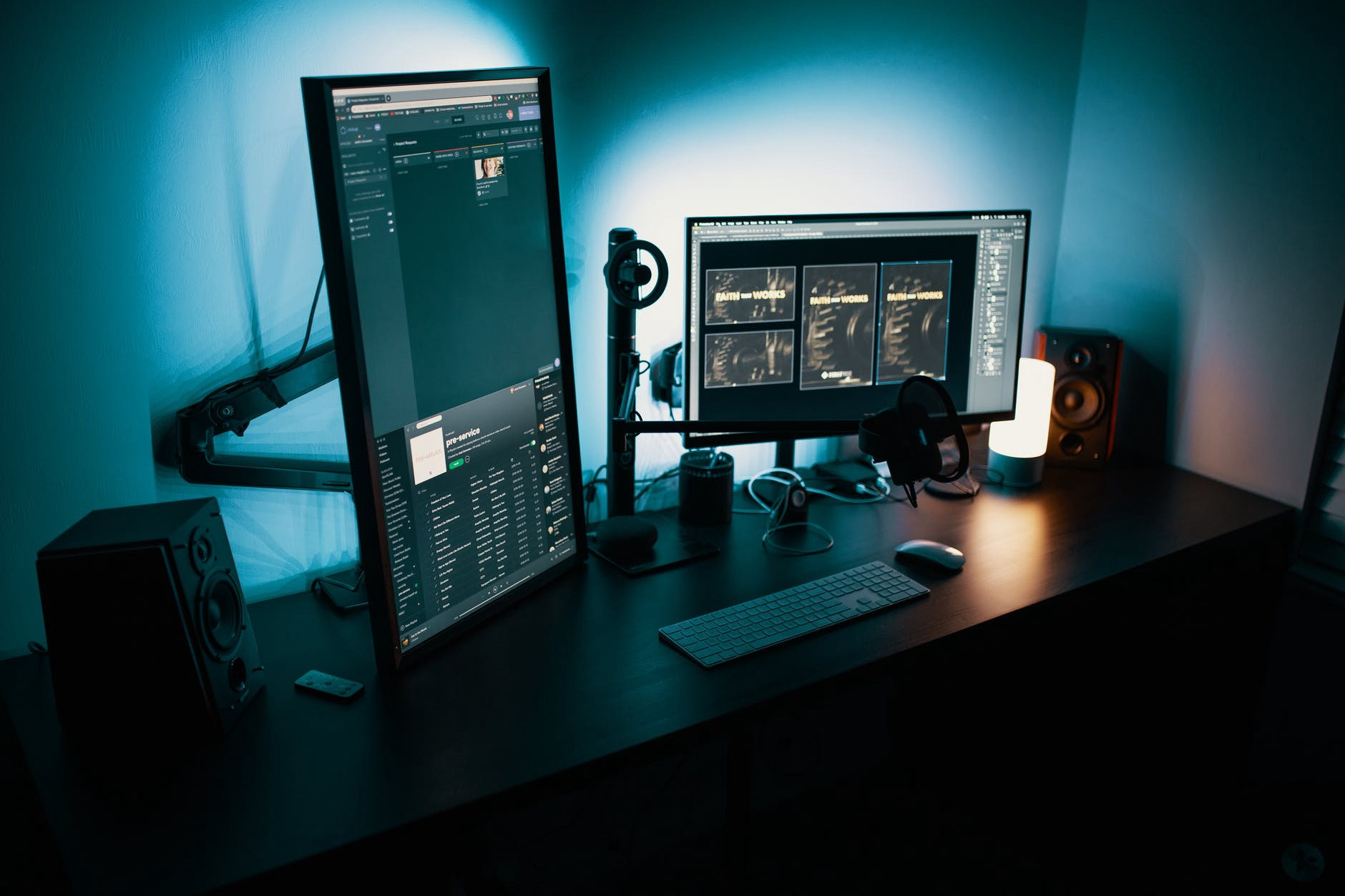 two monitor together