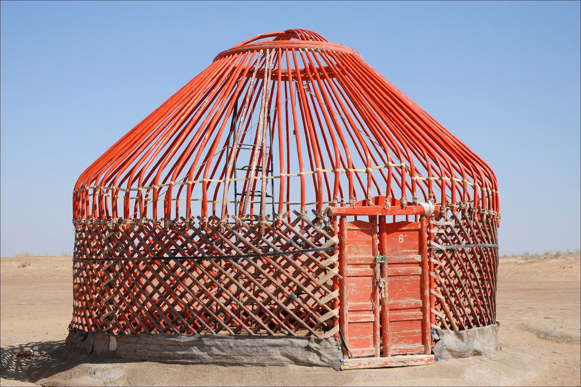 Frame of a yurt in Uzbekistan By Jean-Pierre Dalbéra from Paris, France—Armature d'une yourte (Khorezm, Ouzbékistan), CC BY 2.0, https://commons.wikimedia.org/w/index.php?curid=24666849