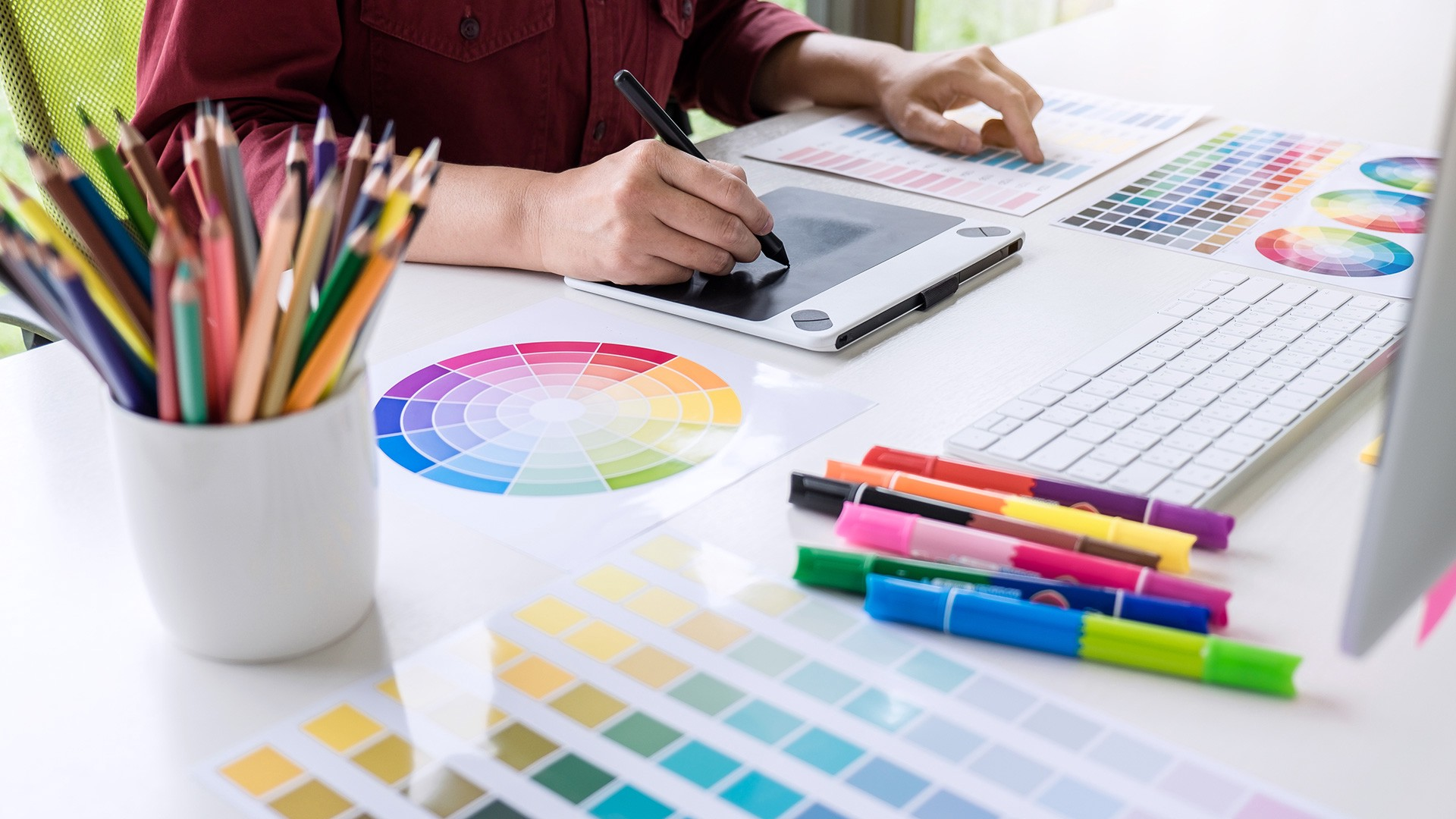 How Much Does it Cost to Learn Graphic Design in the UK ?