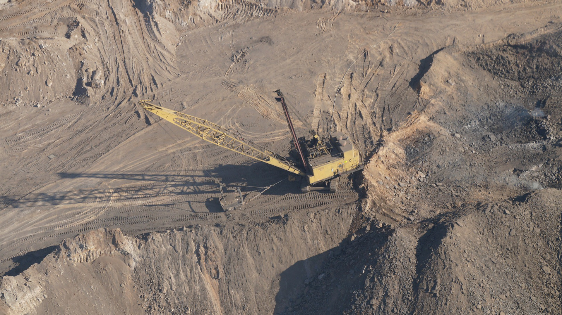A crane in an open-pit mine.