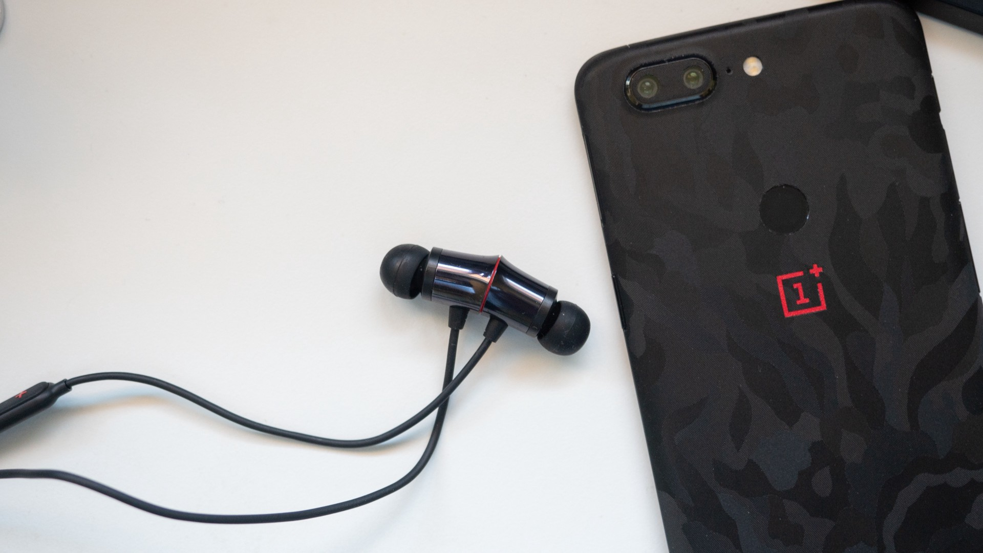 Top Tech Best Wireless Earphones 2019 Under 5 000 By Decode Staff Decodein Medium