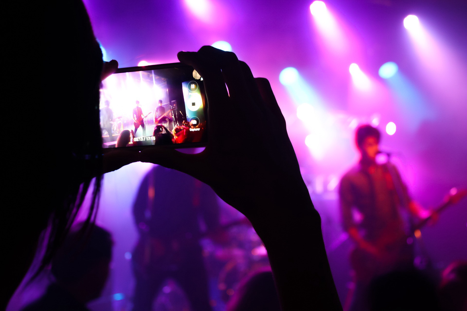 The Benefits Of Live Music In Bars And Restaurants Emily