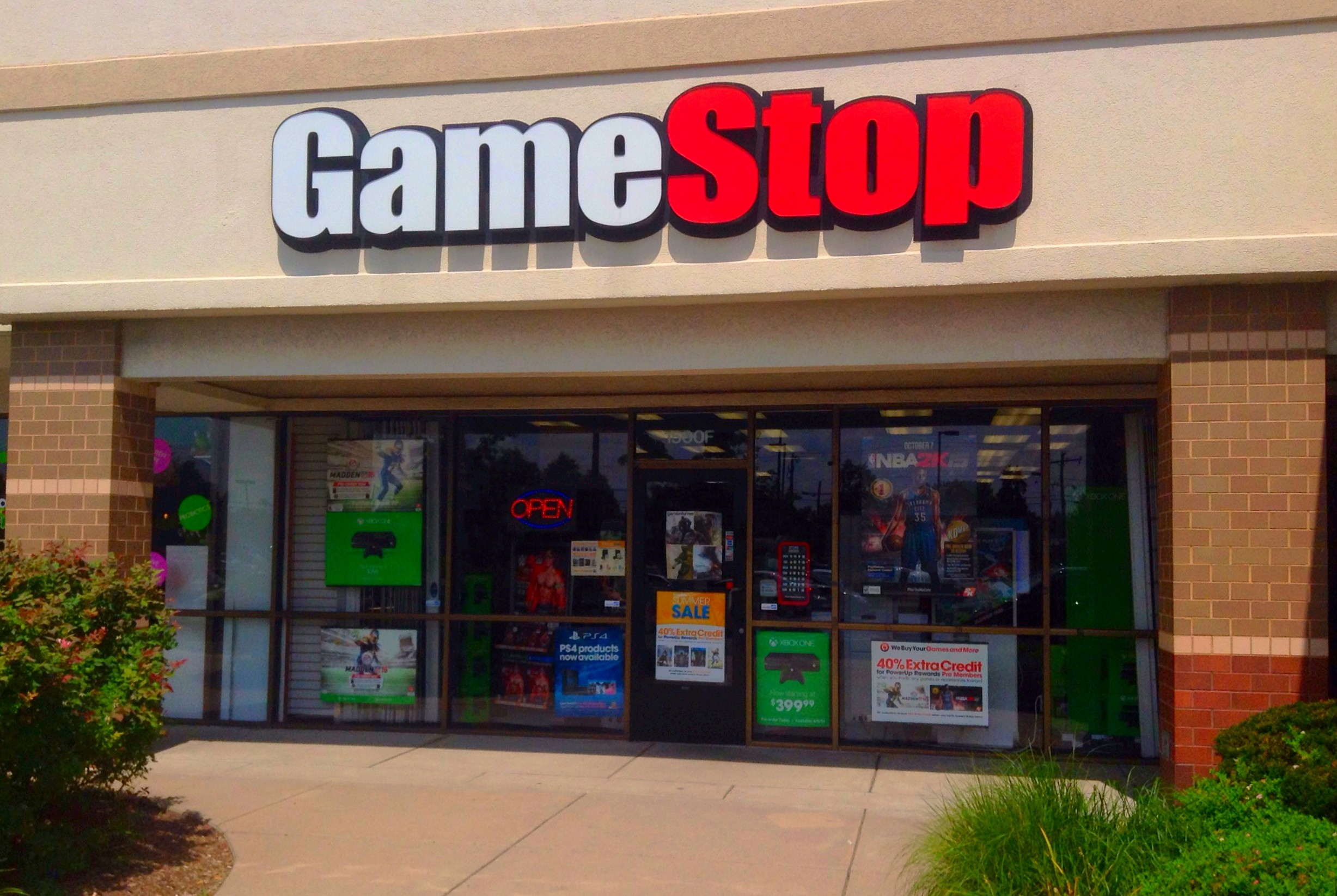 A picture of a GameStop store
