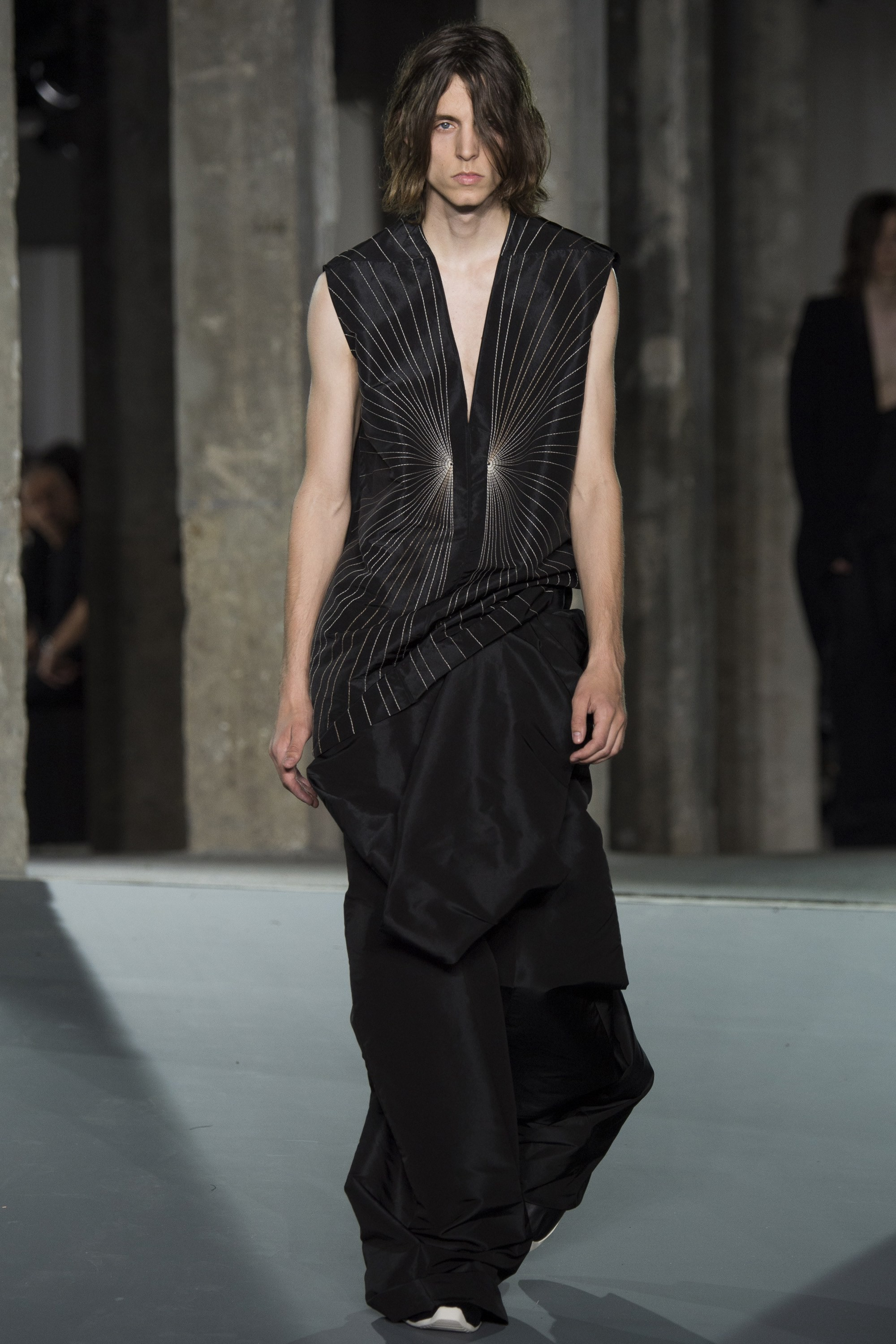 Why Are Fashion Shows Filled With Unwearable Garments By Renaud Petit Medium