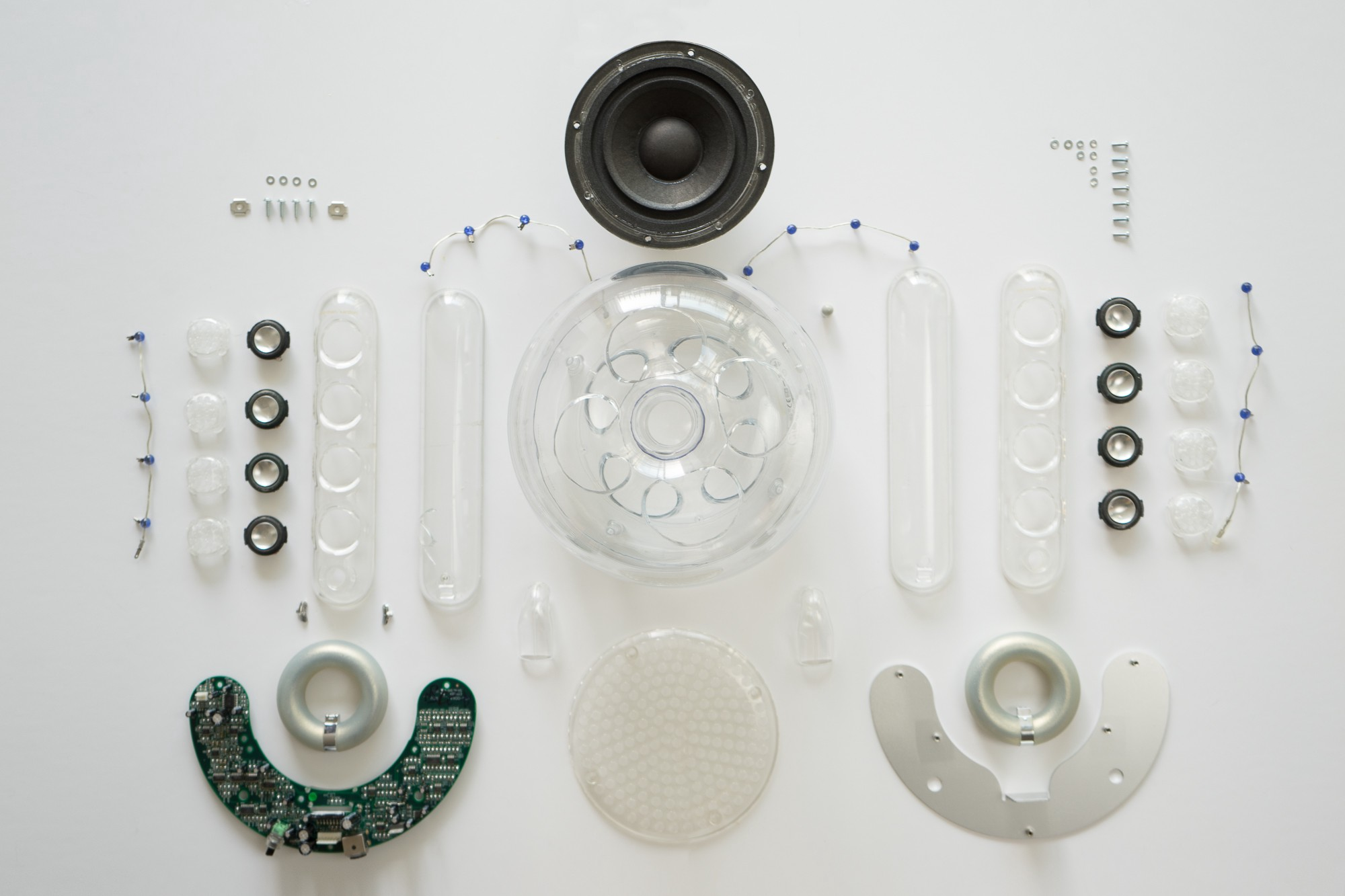 MoMA approved Harman Kardon Soundsticks II teardown on