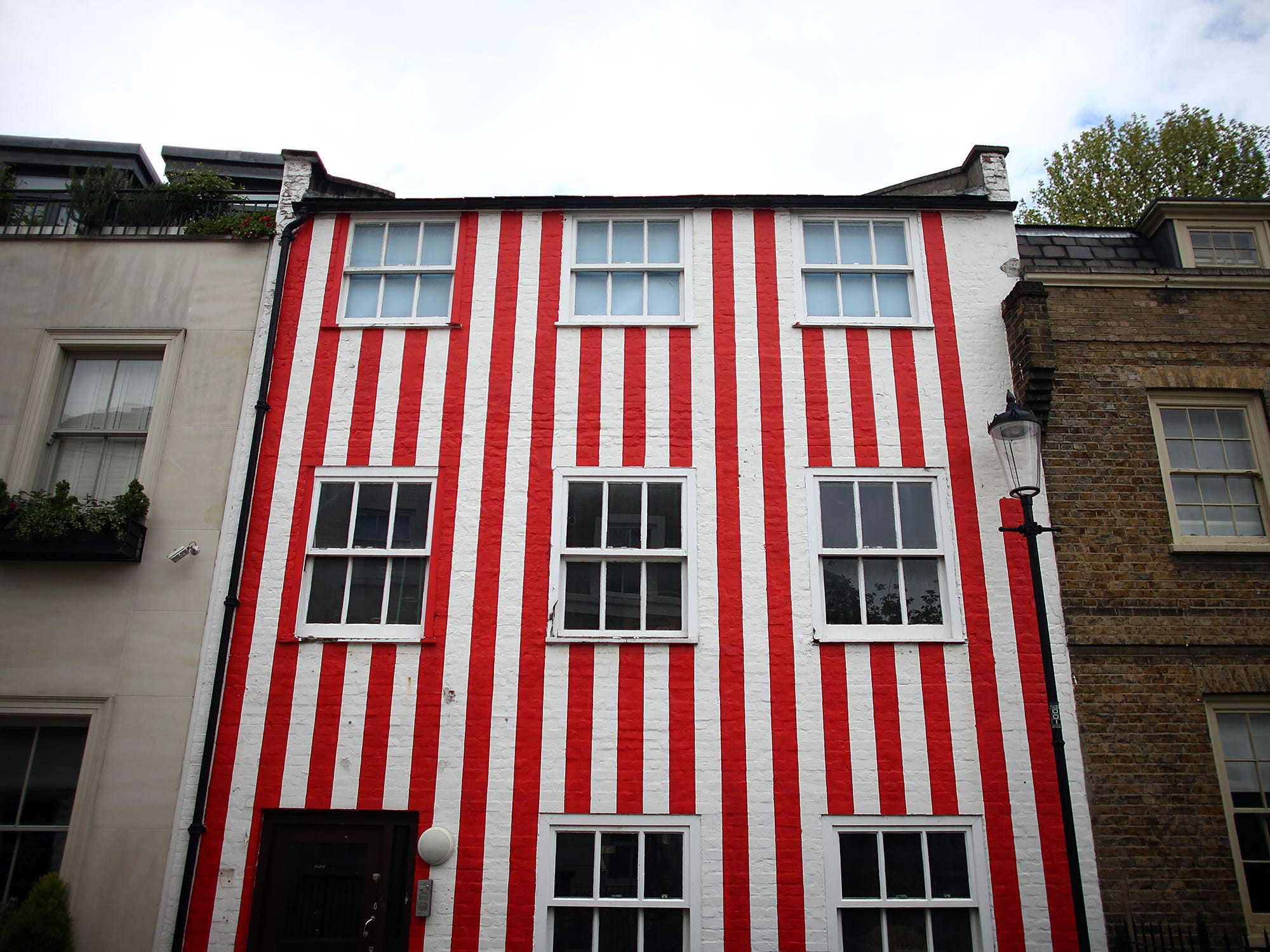"""A """"spite house"""" in London."""