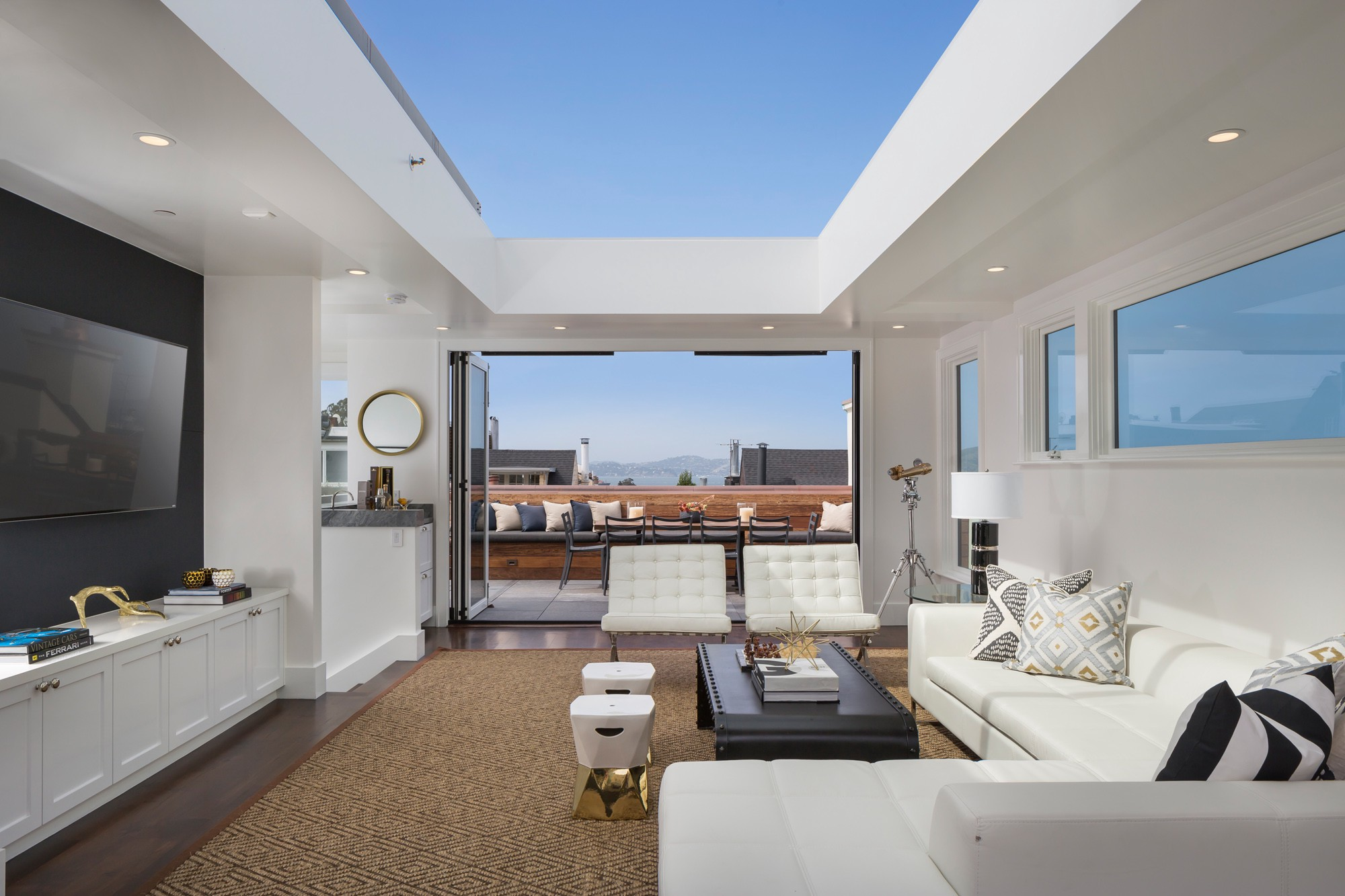 Cow Hollow residence with retractable roof. San Francisco.