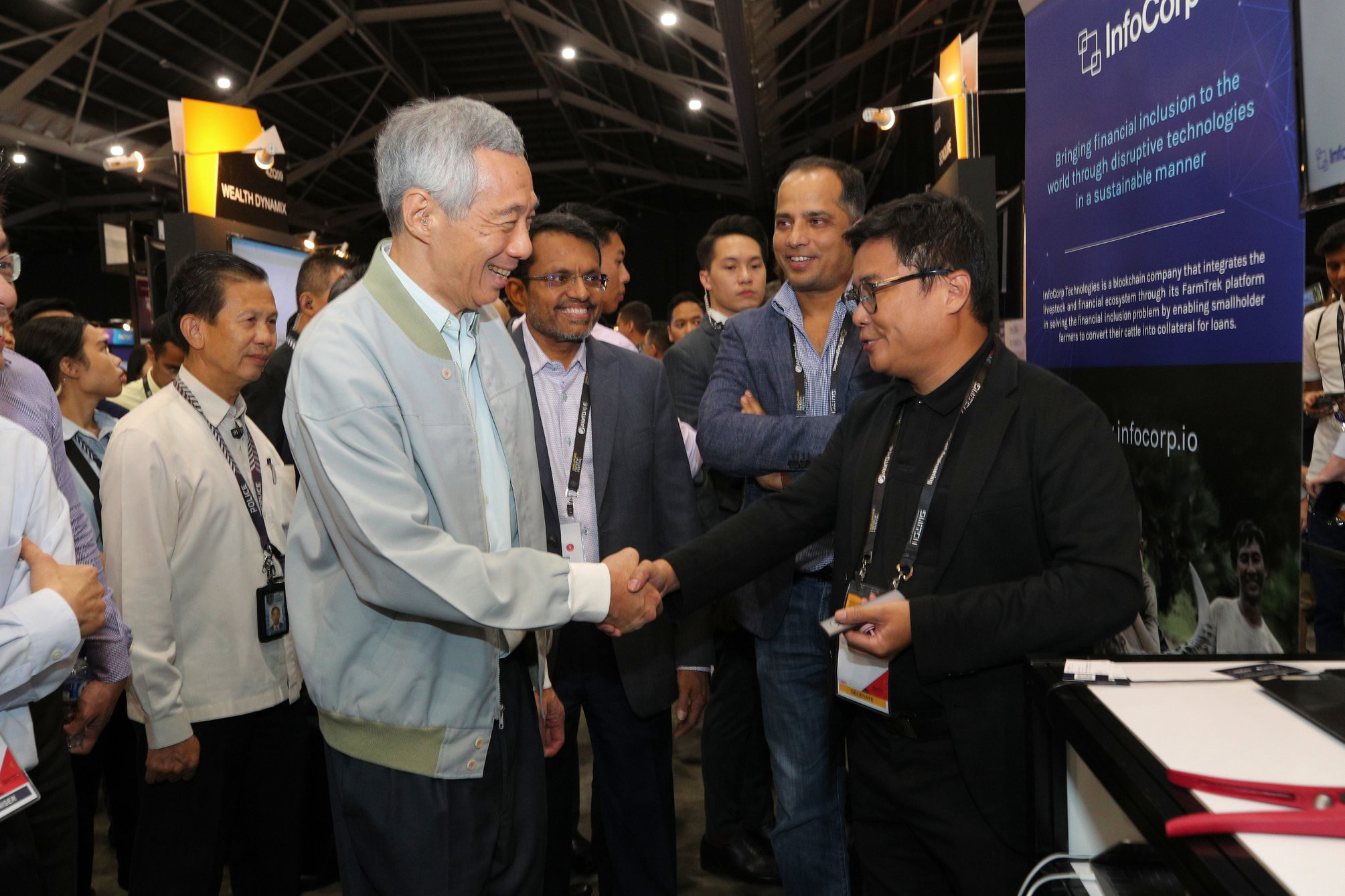 Roy showcasing FarmTrek to Prime Minister Lee Hsien Loong at the Singapore Fintech Festival
