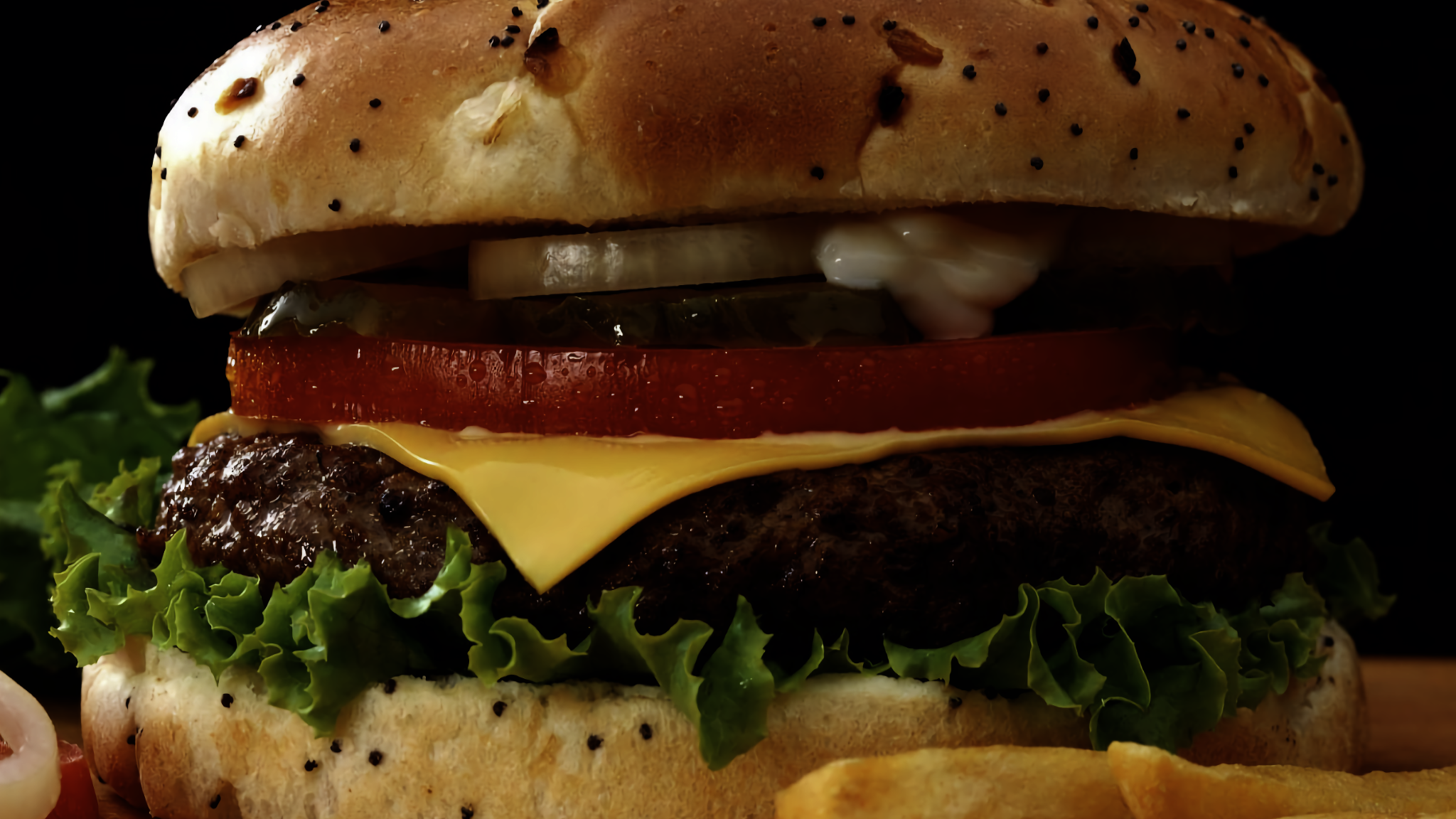 A close up picture of a delicious looking hamburger.