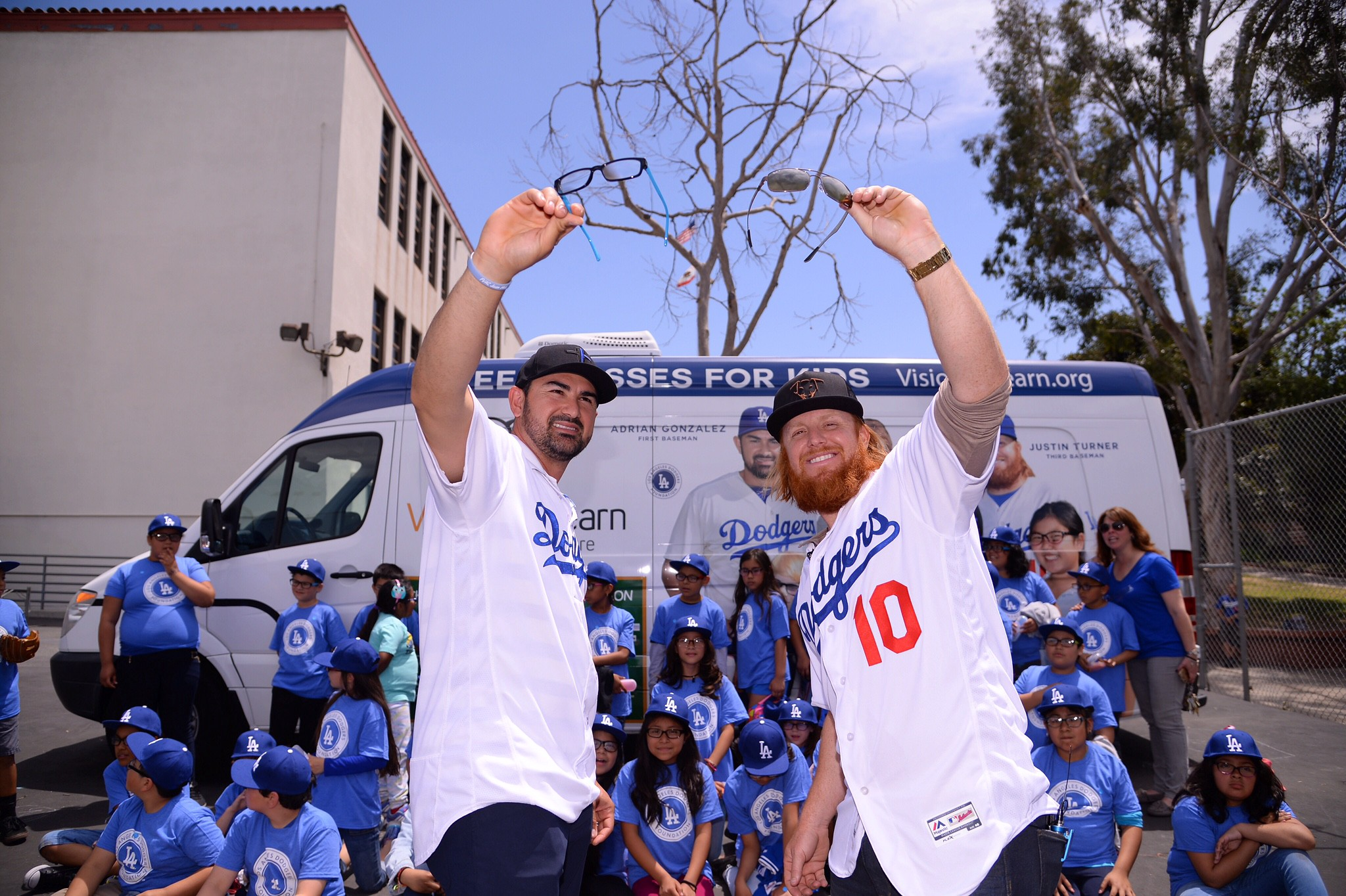 buy online 4bb93 531f7 Giving the gift of sight - Dodger Insider