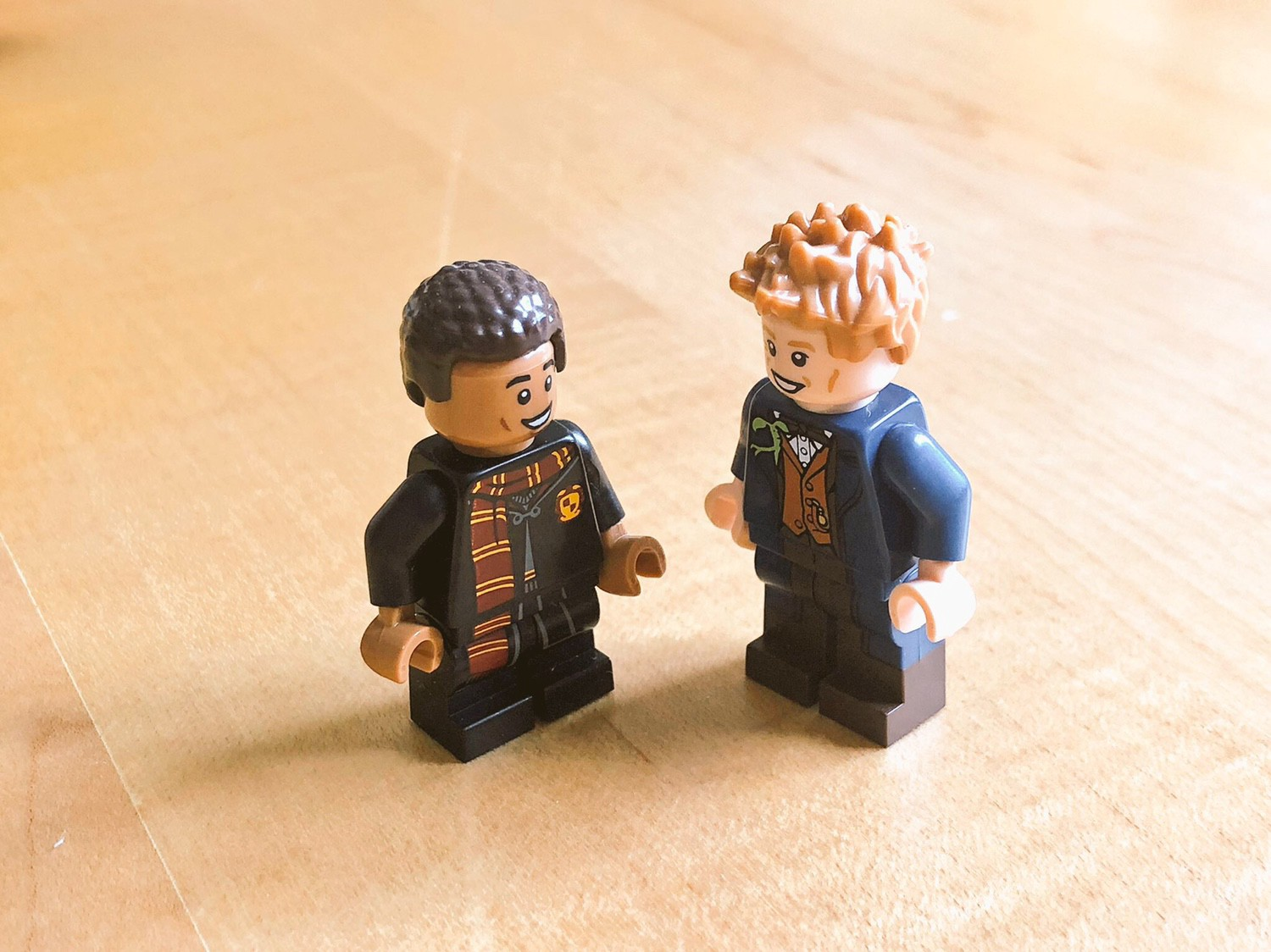 2 Harry Potter Lego minifigs next to each other