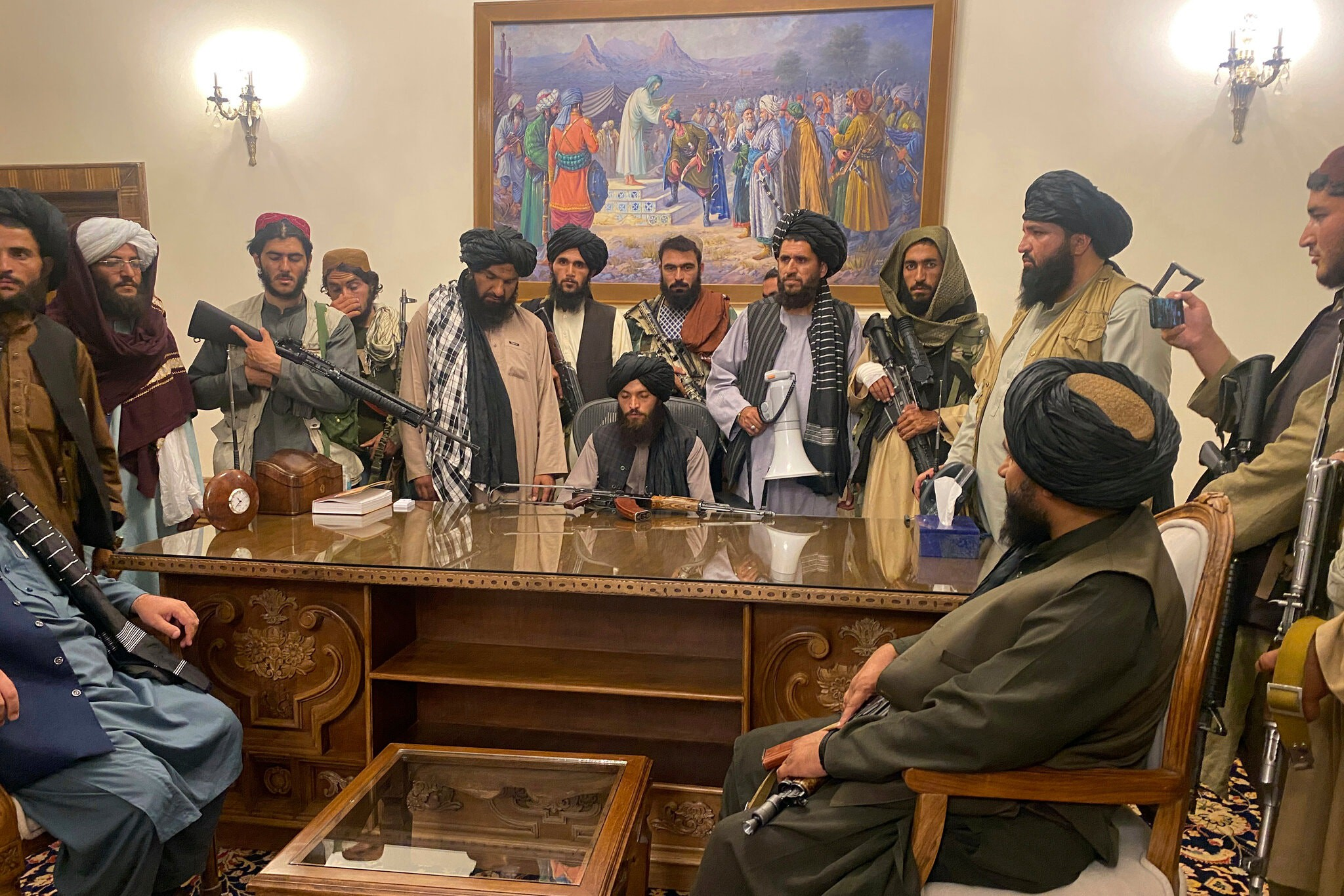 Taliban occupy Afghanistan Presidential Palace