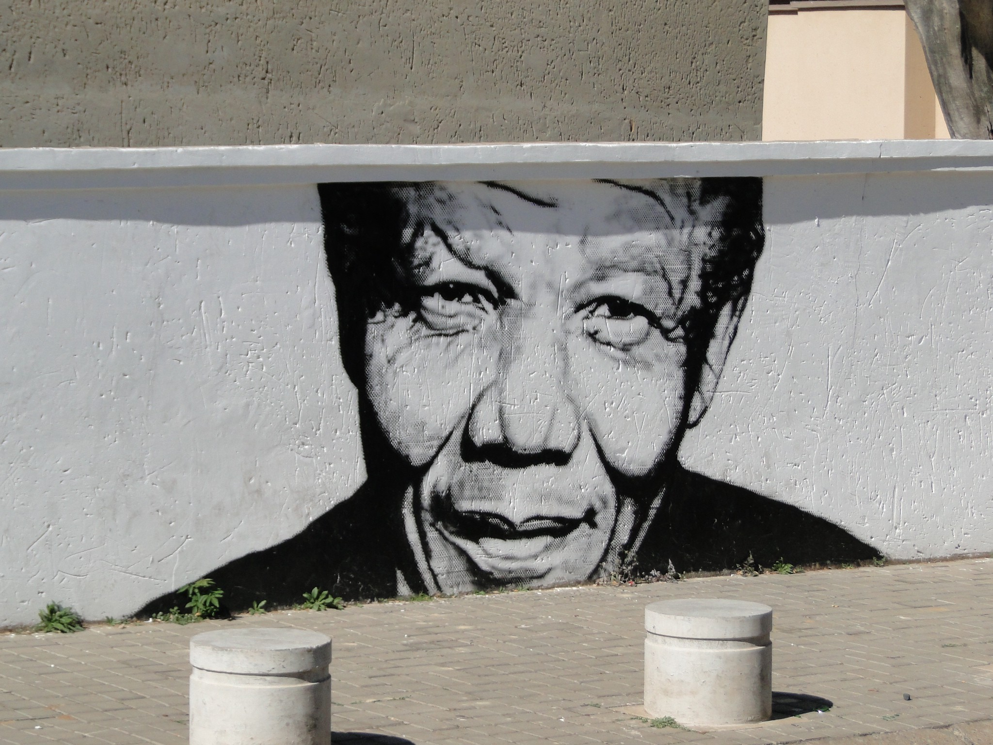 A mural of Nelson Mandela in the Maboneng neighborhood of Johannesburg. Photo by Karla J. Strand. All rights reserved.