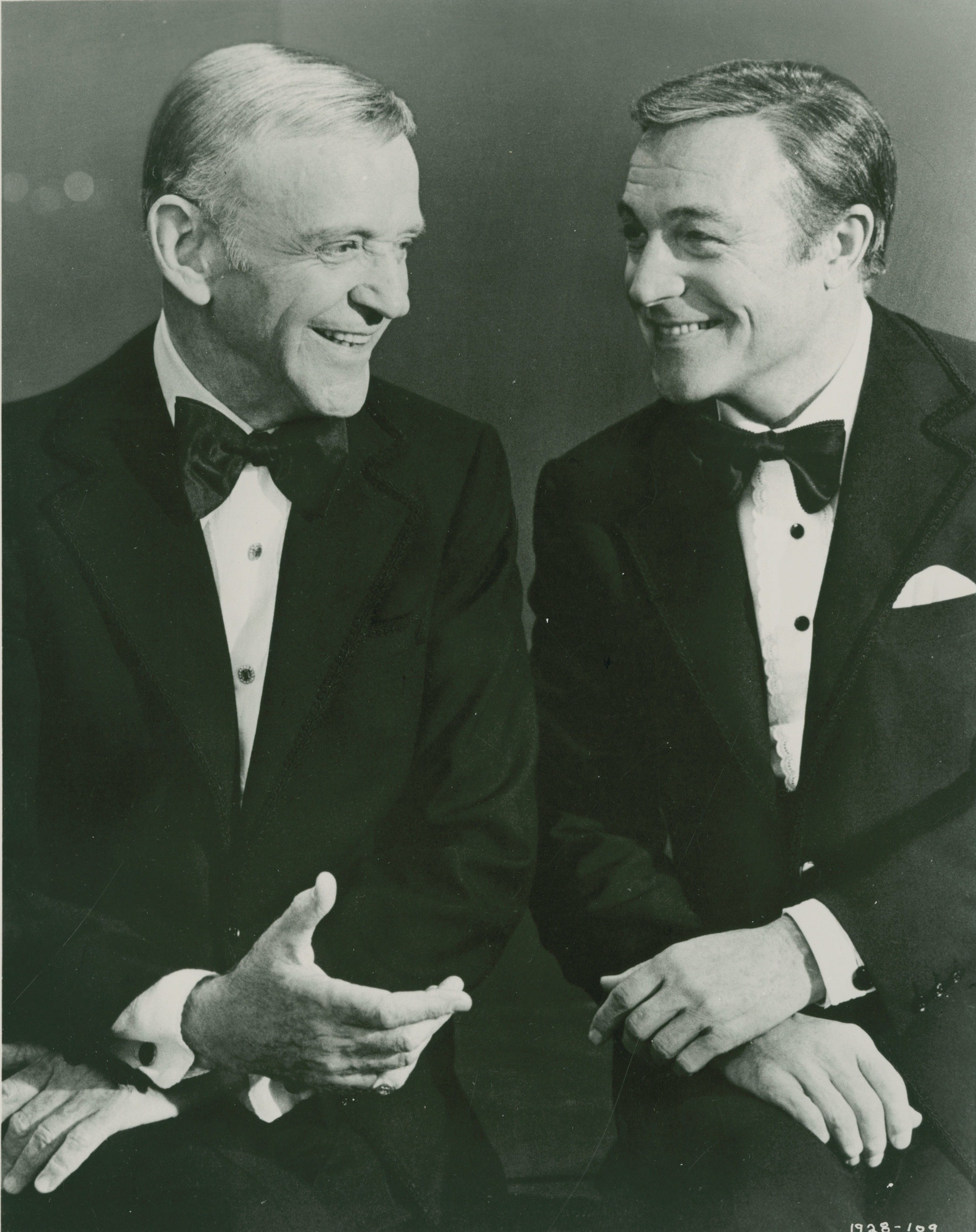 Fred Astaire vs  Gene Kelly - The Outtake - Medium