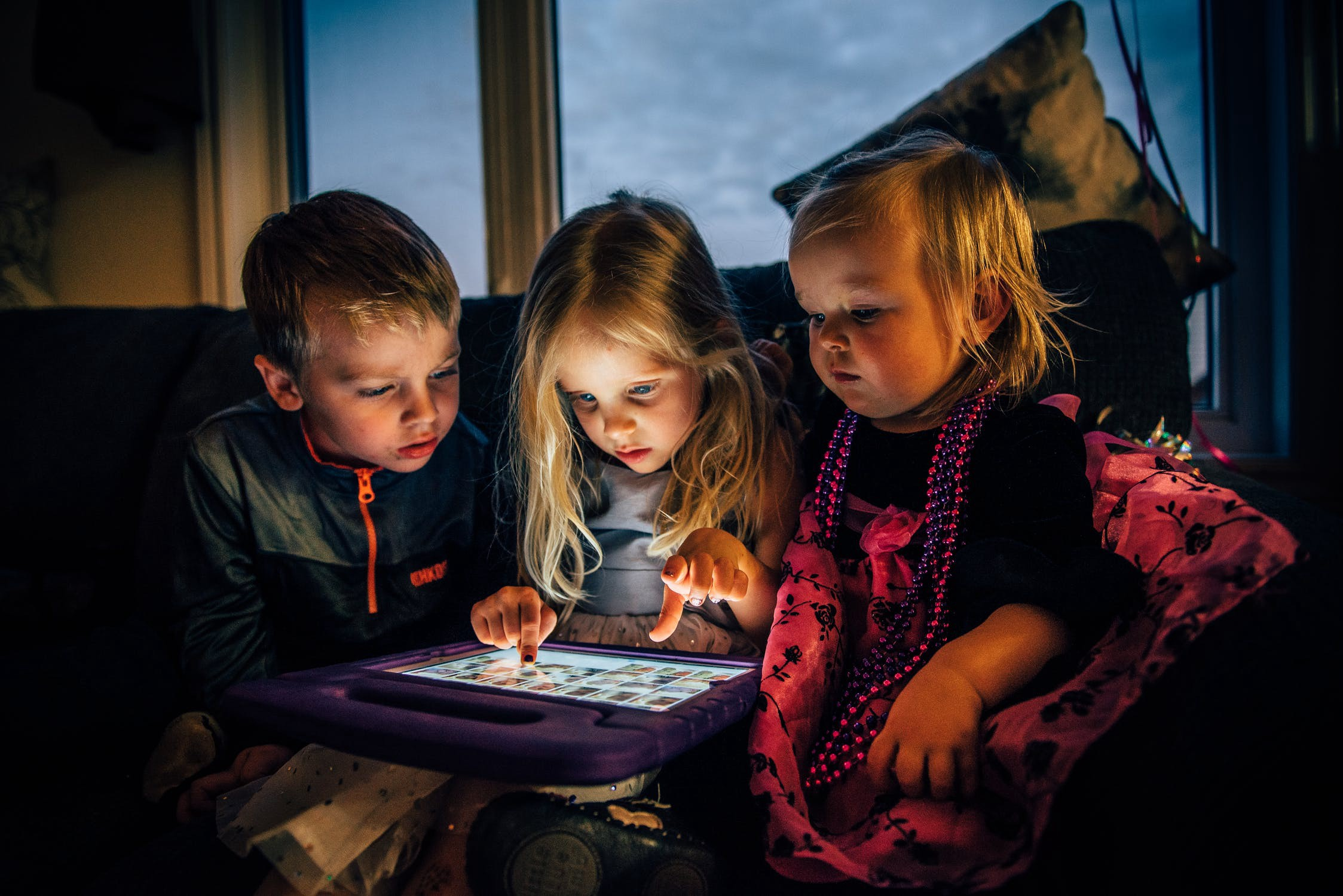 Distracted children using a tablet