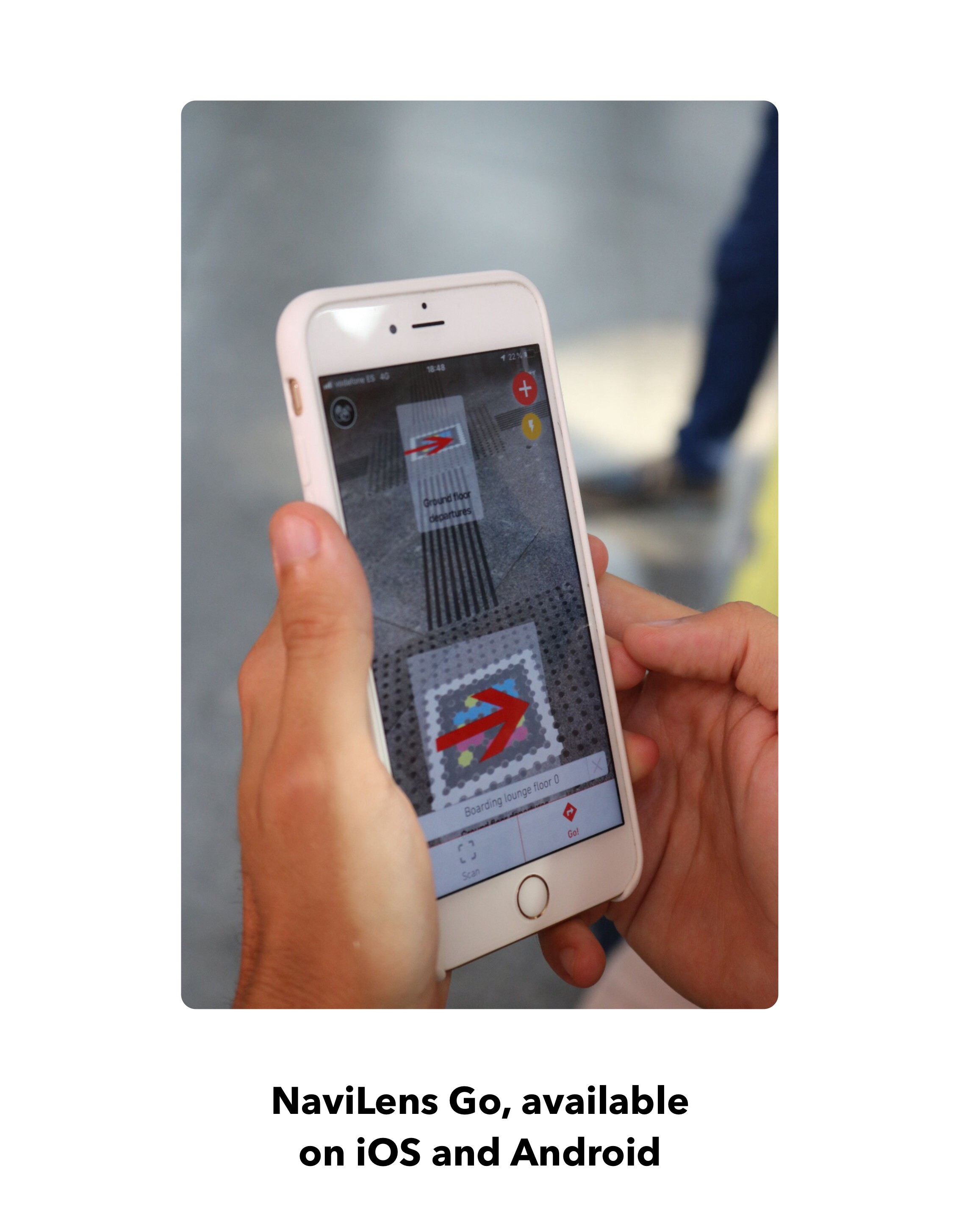 NaviLens GO, an app for sighted users available on iOS and Android.