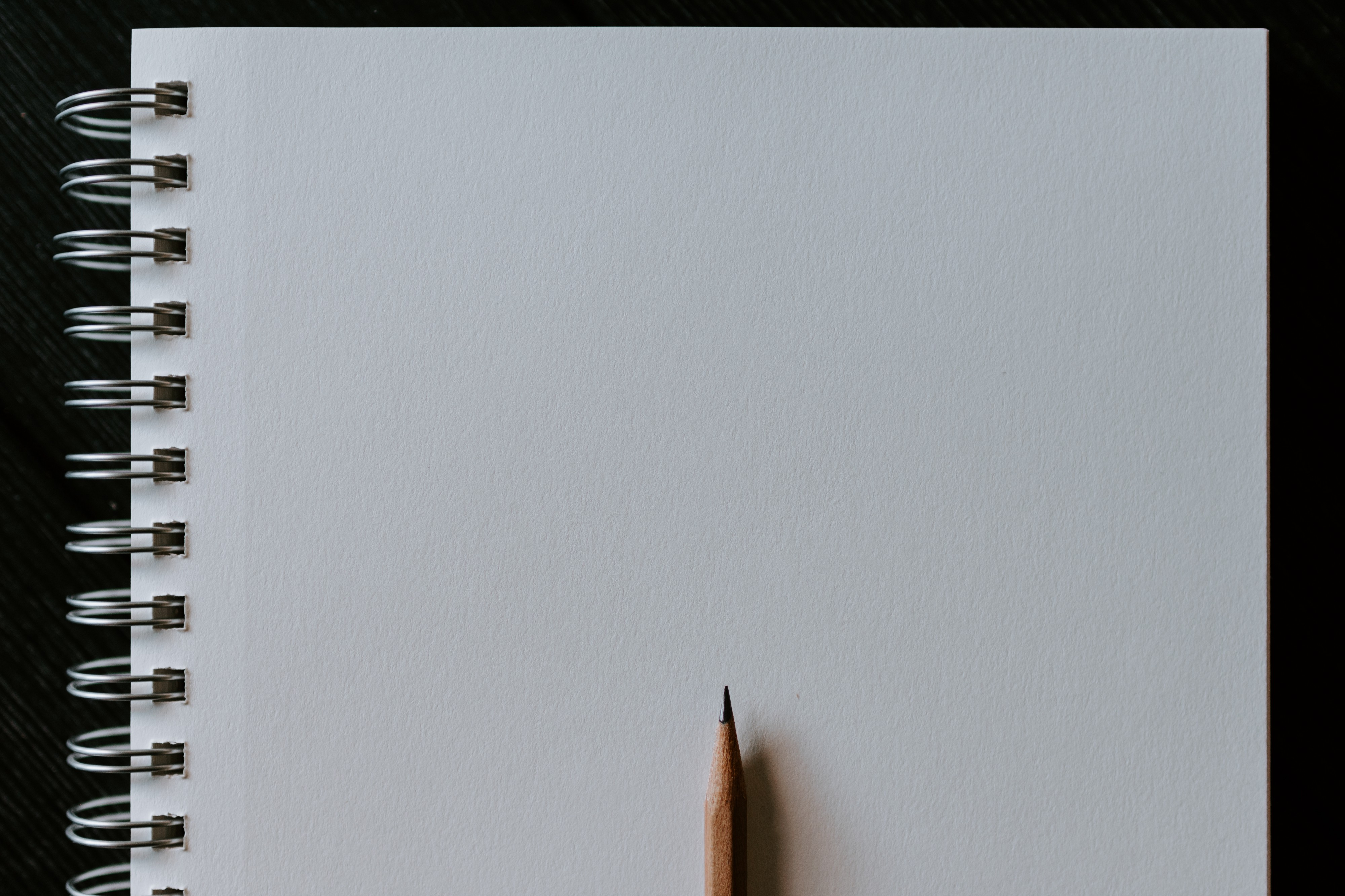 Blank notepad wit a pencil on top.