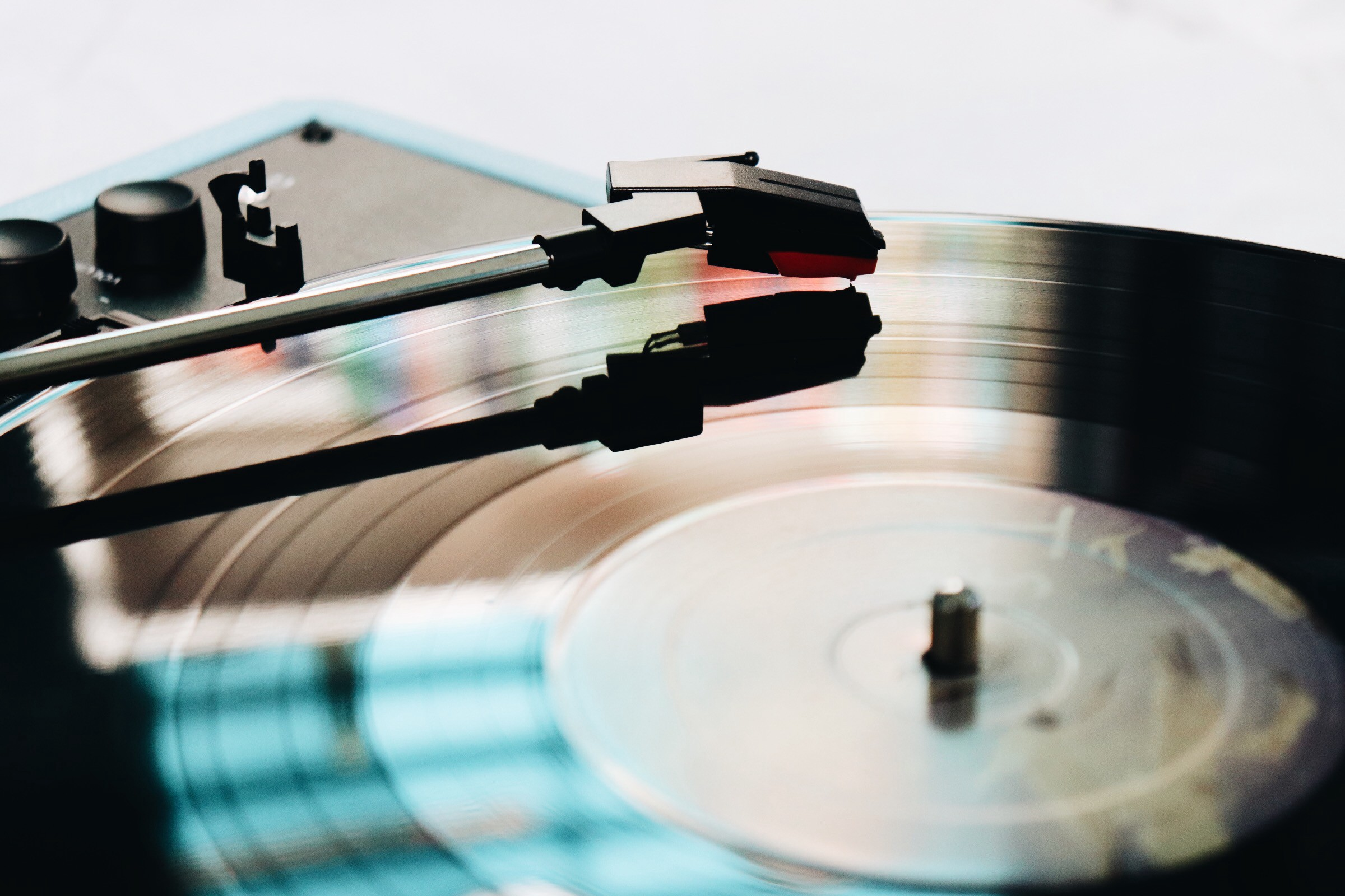 Record player, playing a 45 record