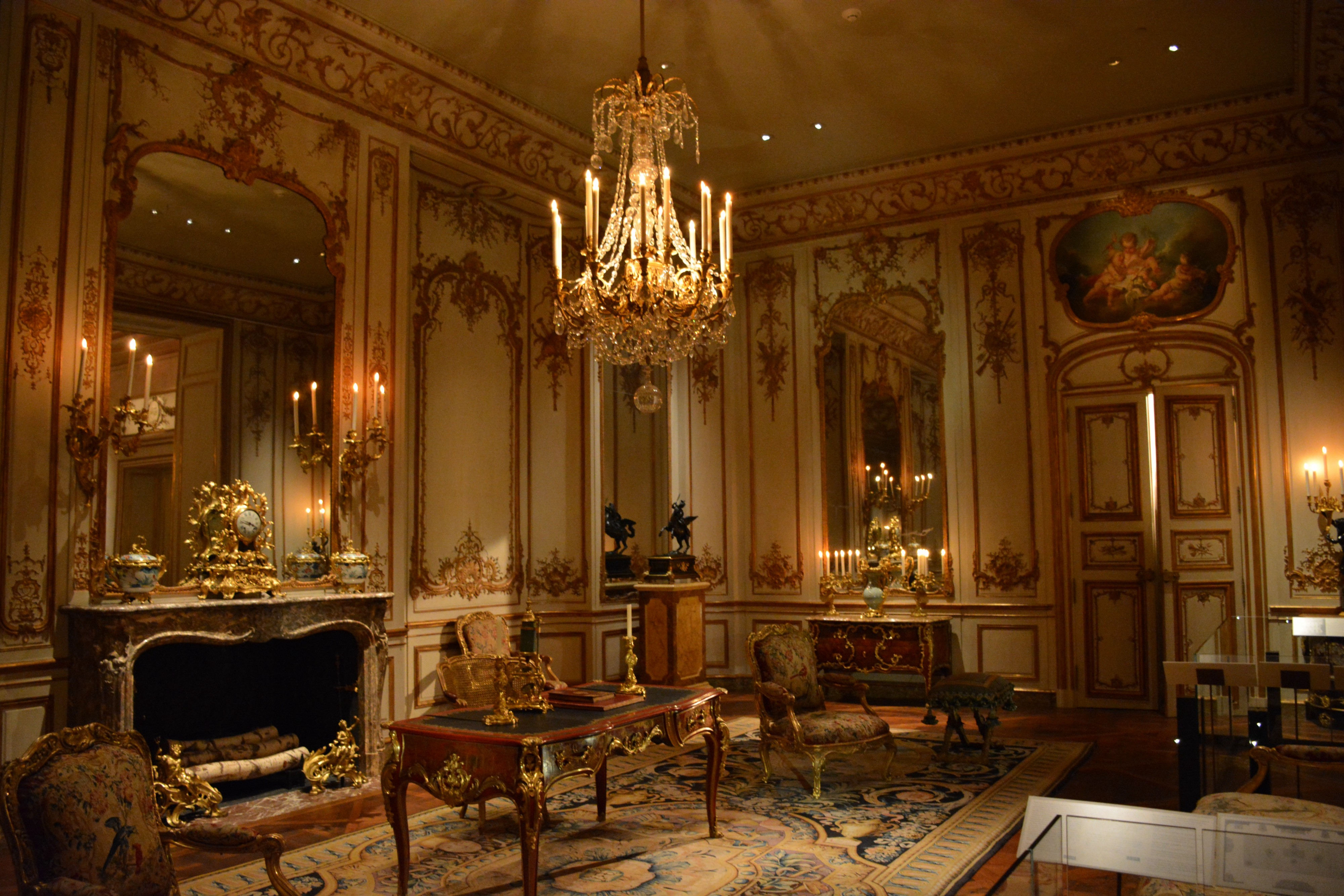 A luxcrious living room
